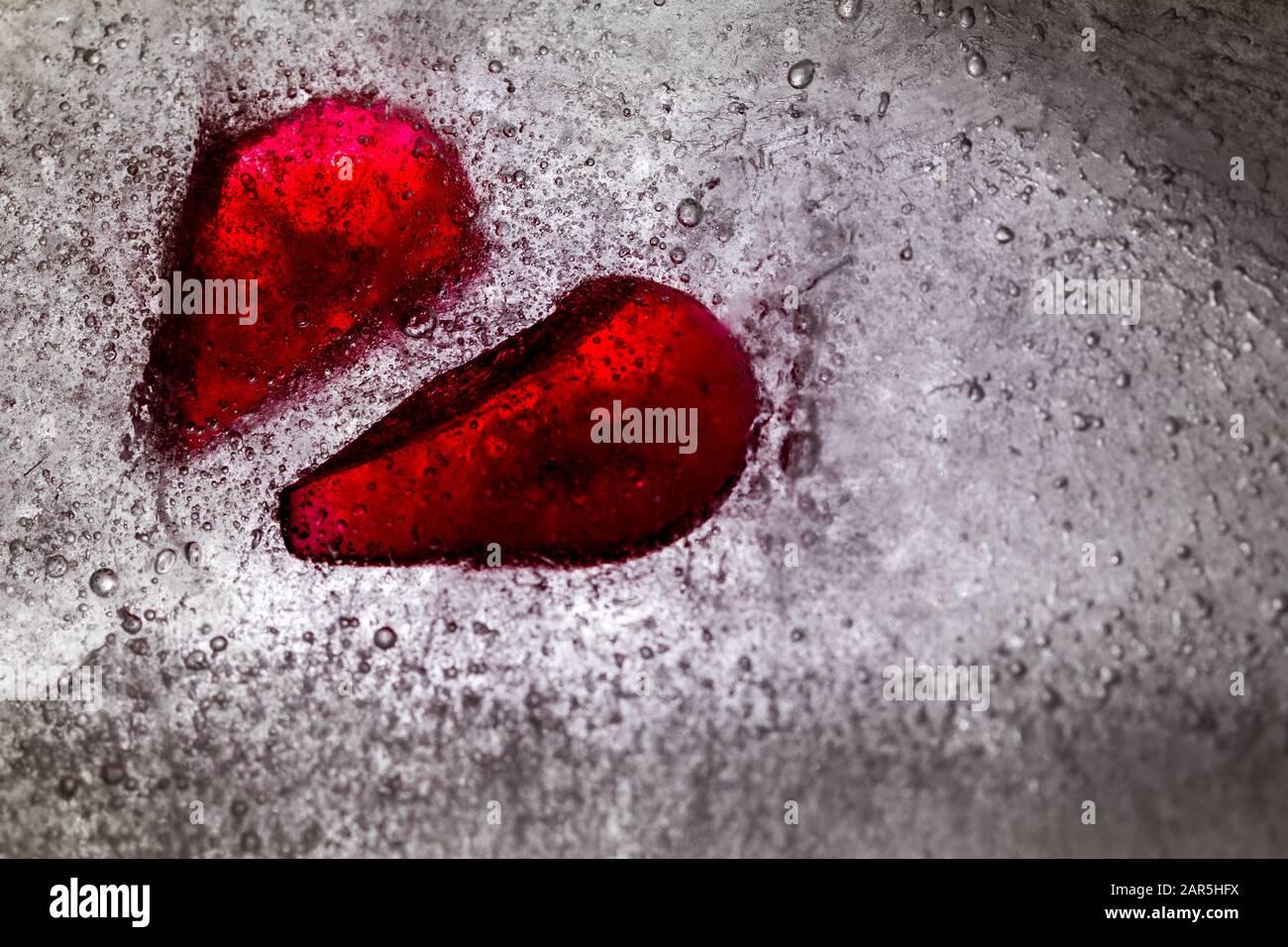 Astratto cuore rotto nel concetto di ghiaccio di rottura di cuore nessun amore Foto Stock