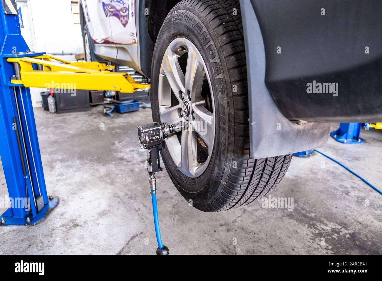 1 SINGOLO LEGA DADI delle ruote per auto Ford con gran de centro CAPS 12 x 1,5 aperta 19