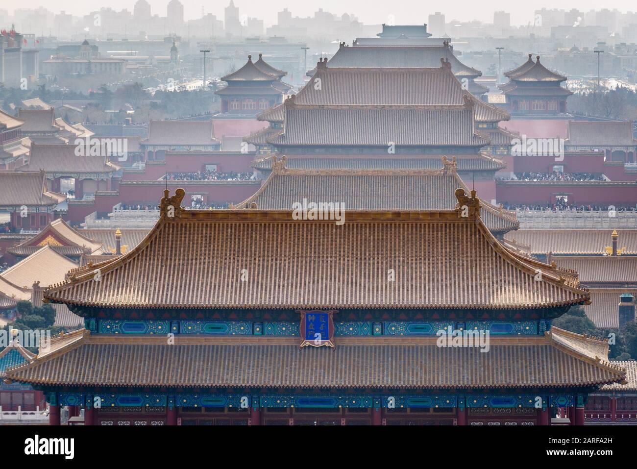 Città Proibita di Pechino, Cina, vista dalla collina Jingshan con Palace Museum. Foto Stock