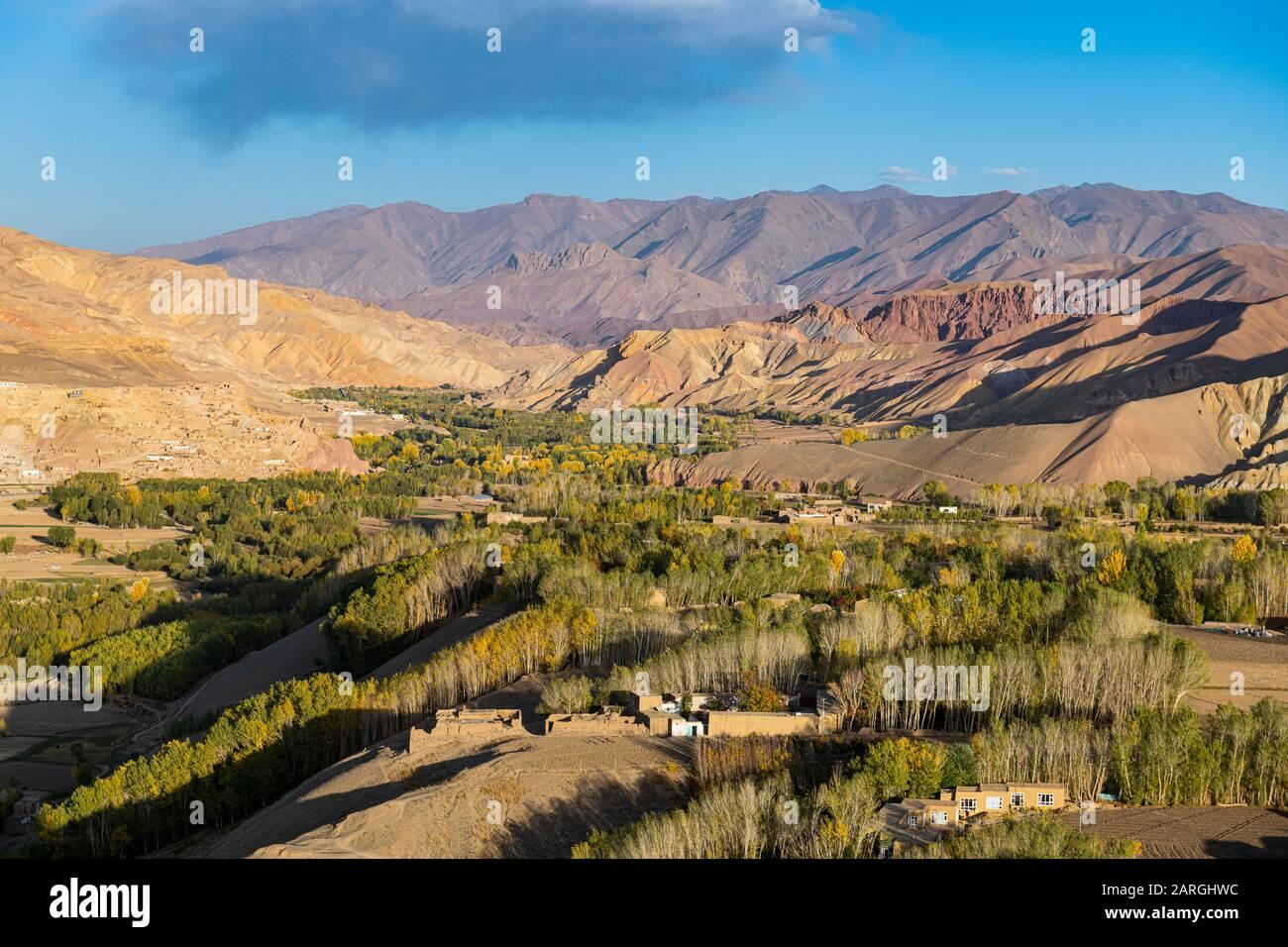 Vista con drone su Bamyan, Shahr-e Gholghola (città Di Urla) rovine, Bamyan, Afghanistan, Asia Foto Stock