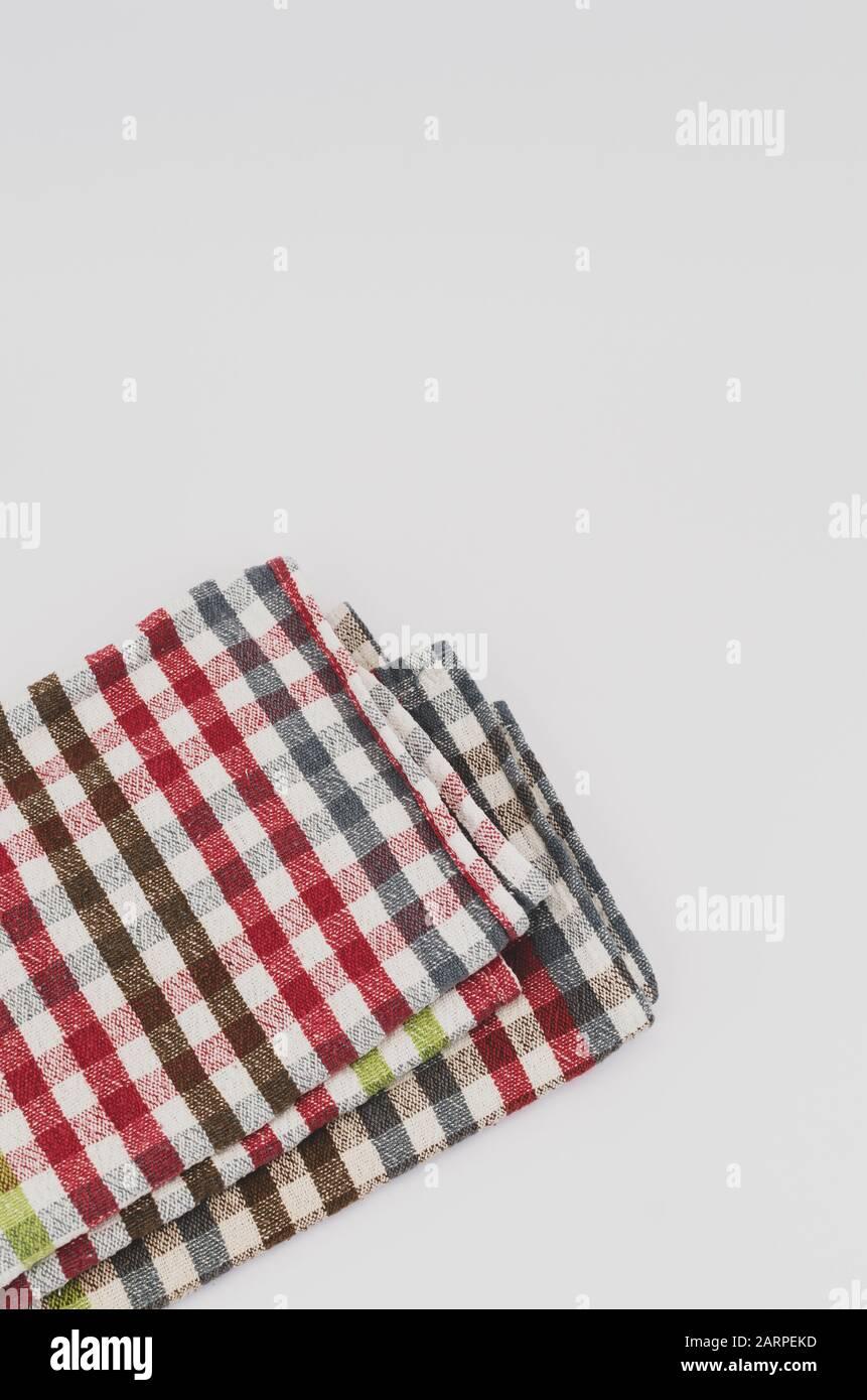 oggetti tessili ancora vita - asciugamani su uno sfondo bianco Foto Stock