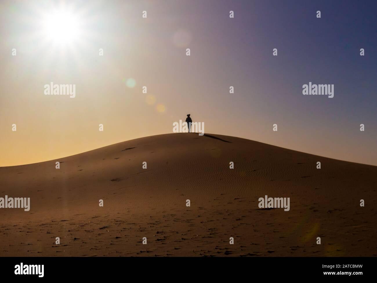 Tuareg nel deserto del Sahara, Marocco Foto Stock