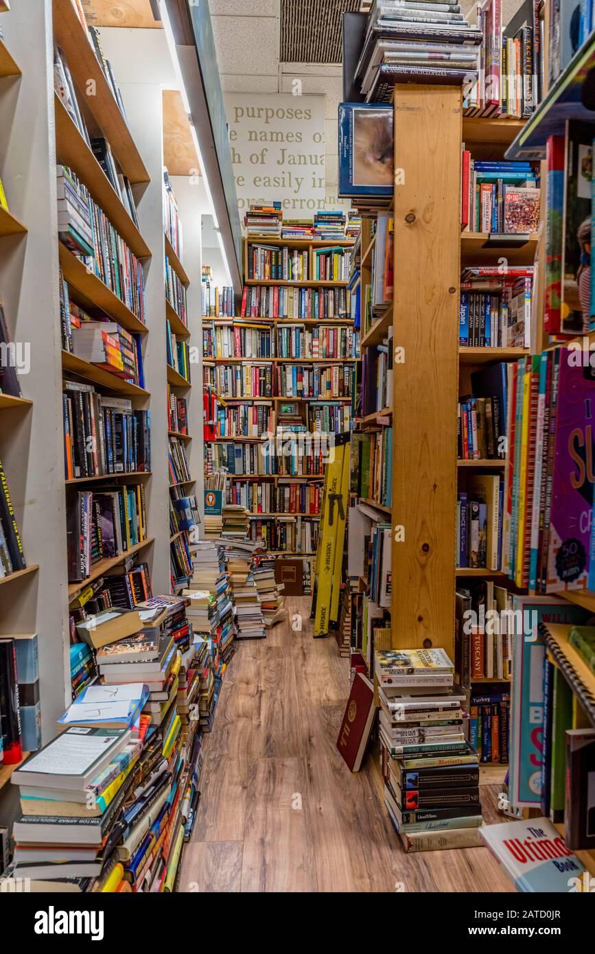 Libreria Per Libri Pesanti libri sugli scaffali immagini e fotos stock - alamy
