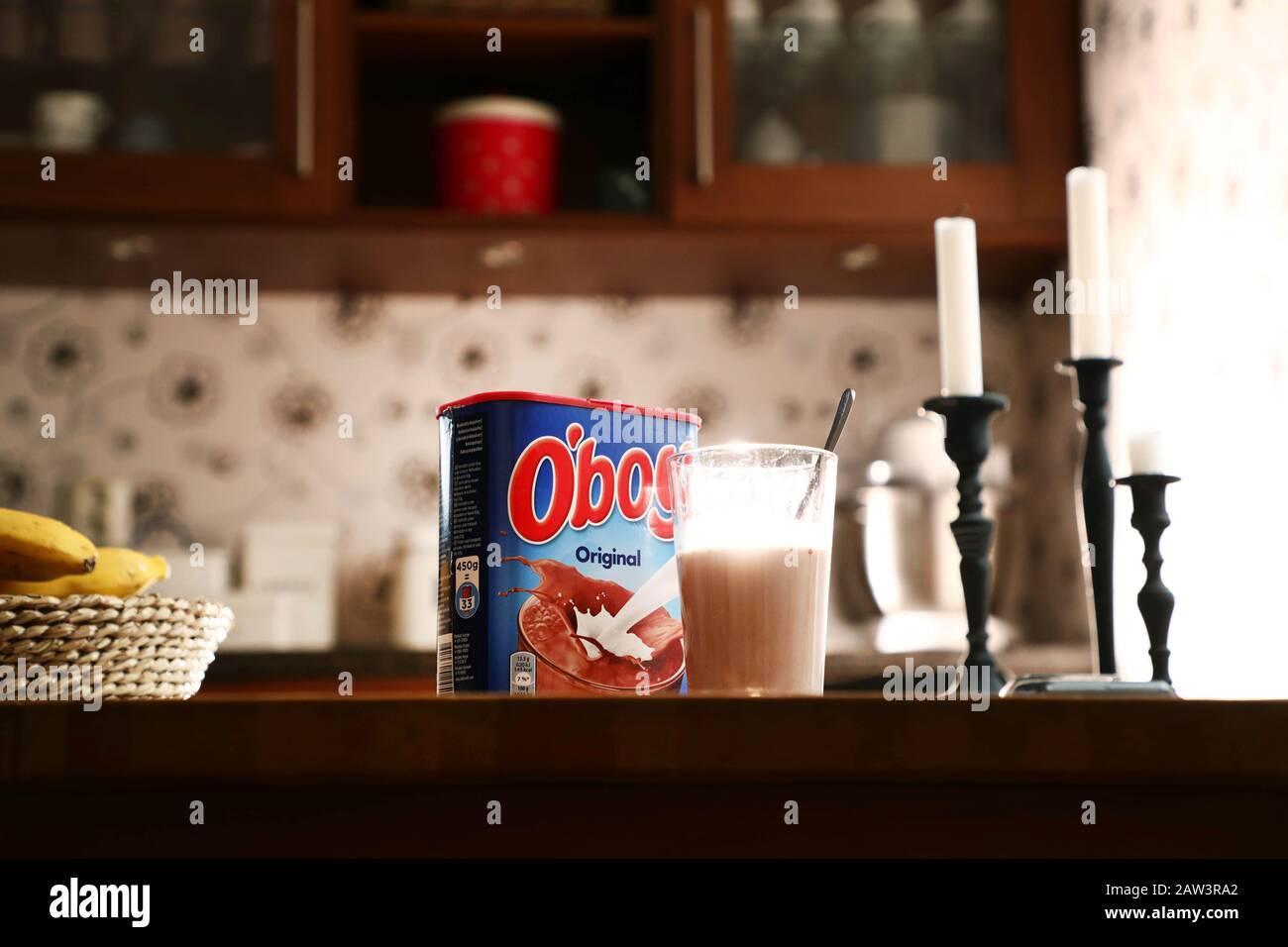 Motala, Svezia 20200131Now il classico pacchetto o´boy scompare. La bevanda al cioccolato diventerà più intelligente dal punto di vista del clima, la prossima settimana inizierà a consegnare un nuovo design aggiornato agli scaffali dei negozi svedesi. Foto Jeppe Gustafsson Foto Stock