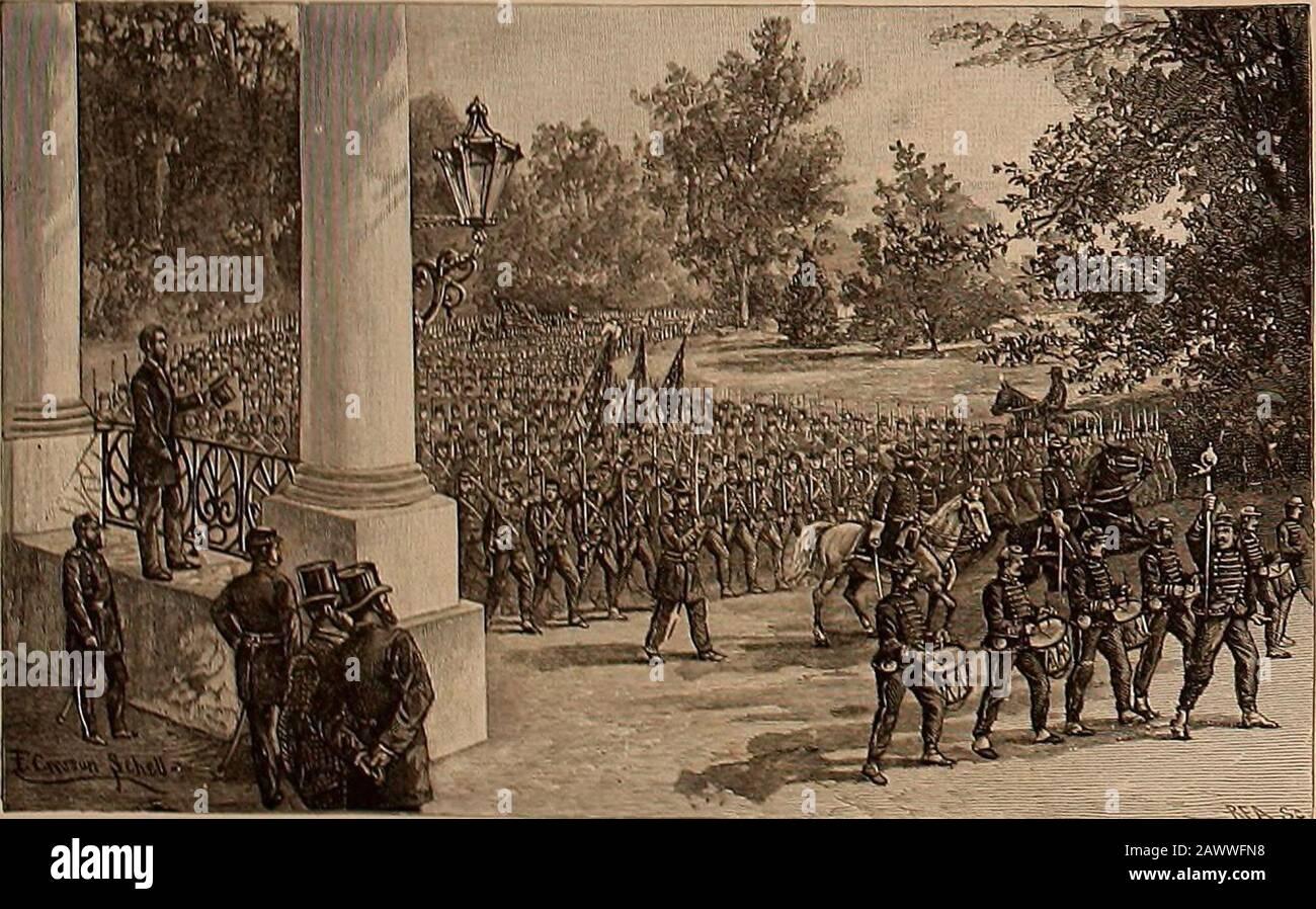 Libro di foto del grande esercito dal 12 aprile 1861 a Apr26, 1865. Lui bar-racks era su lire, amithe fumo e calore in tensione. A mezzogiorno l'Unionflag fu abbattuta da ashell, ma fu catturata come itfell e sostituita da Ser-geant Hart. La caduta della bandiera ha indotto il con-federato (jencral lieaure-gard a scudi una bandiera di truceto l'assediato Ihiiontruppa, e il 14the aprile piccolo guarnigione evacua-sgomed il forte, ed è stato con-eyed a New York. La notizia dell'evacuazione attackand dei foricreated il più selvaggio eccitamento nel Nord. Il 15 aprile il presidente Lincohi ha lanciato un appello per la vv-enty-cinquemila troiip Foto Stock