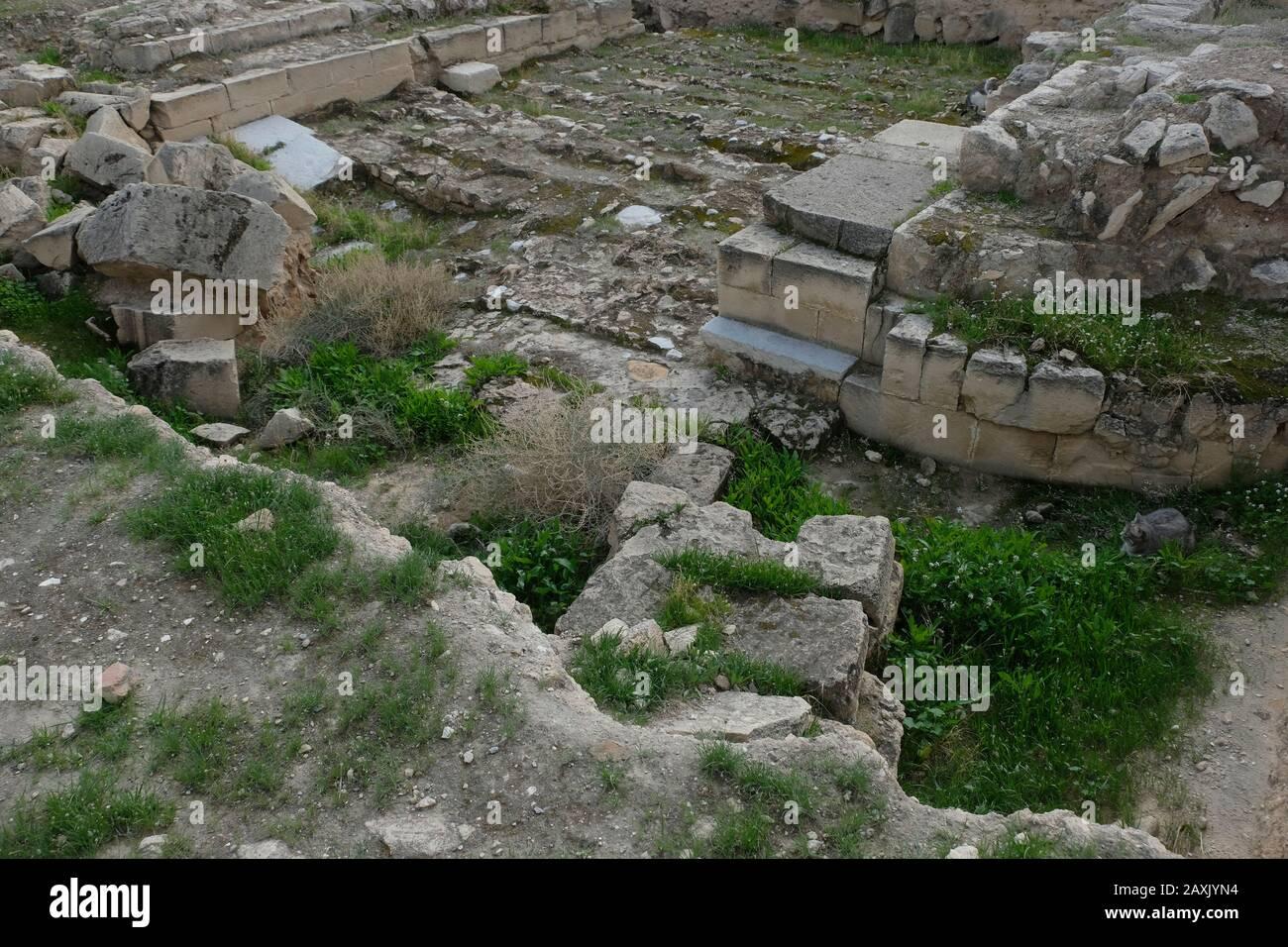 Rovine della porta Nord dal periodo Umayyad intorno al 730-749 DC al complesso delle rovine di Khirbet al-Mafjar (che significa rovine d'acqua fluenti), popolarmente noto come palazzo di Hisham un sito archeologico islamico presto appena fuori della città di Gerico nella Cisgiordania Israele Foto Stock