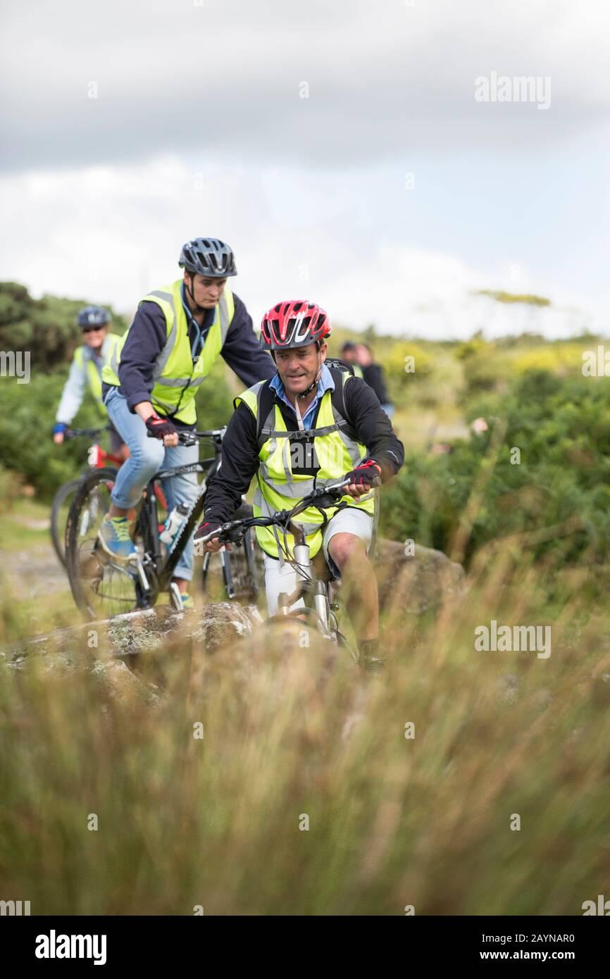 Mountain bike a Dartmoor durante gli inseguimenti all'aperto Foto Stock