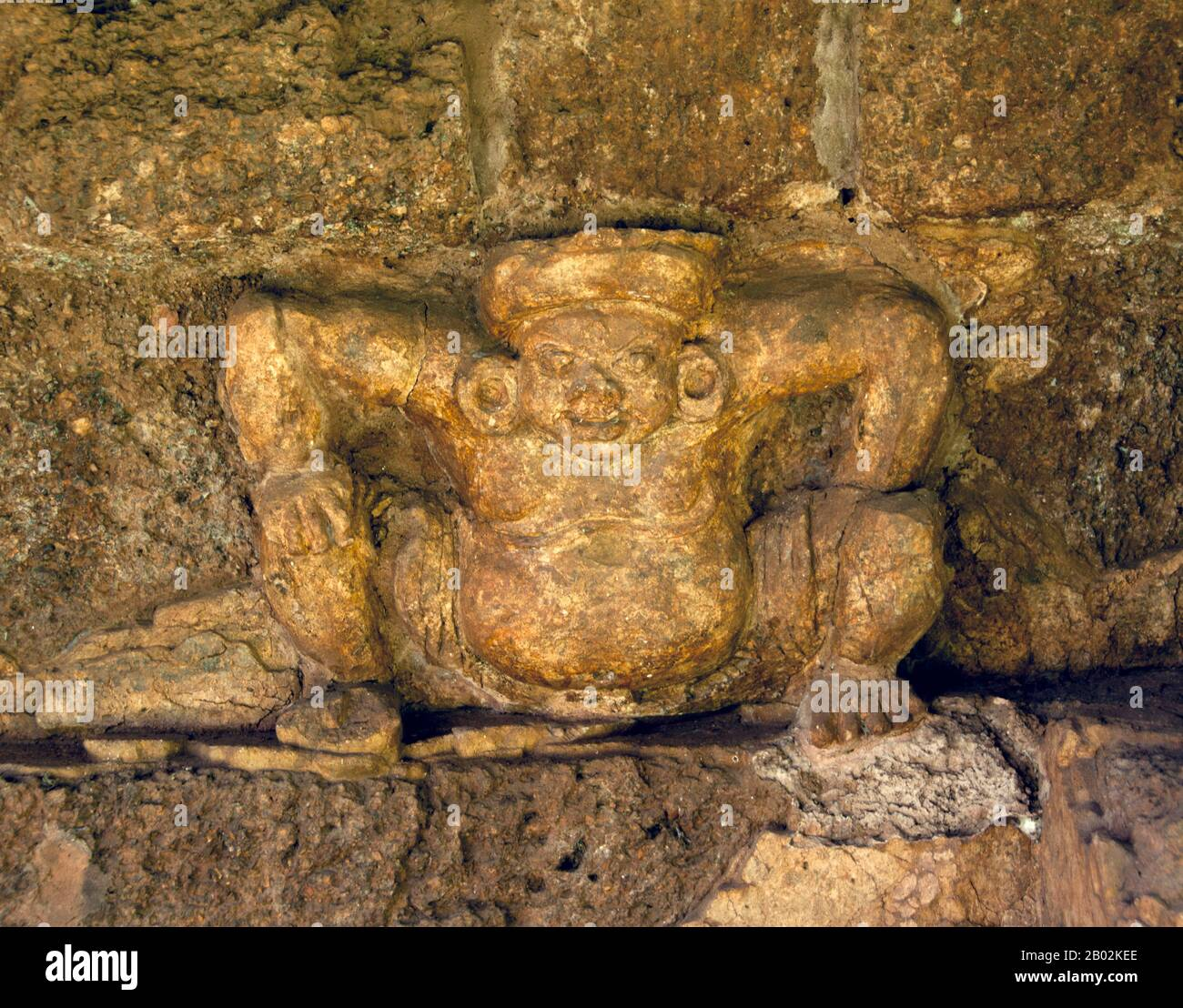Si Thep, anche Sri Thep, (7th – 14th secolo CE) è un'antica città in rovina nel nord-est della Thailandia. Molte strutture architettoniche rimangono ancora per indicare la sua prosperità passata. Era un tempo il centro di contatto tra il regno di Dvaravati nel bacino centrale della pianura della Thailandia e il regno Khmer nel nord-est. Una città gemella, c'erano più di cento siti antichi tutti costruiti con mattoni e laterite. Ci sono anche resti di diversi stagni sparsi in tutta la zona. La maggior parte delle antiche reliquie recuperate sono architettoniche per natura come i architravi elaborati e le pietre sema. Alcune delle Foto Stock