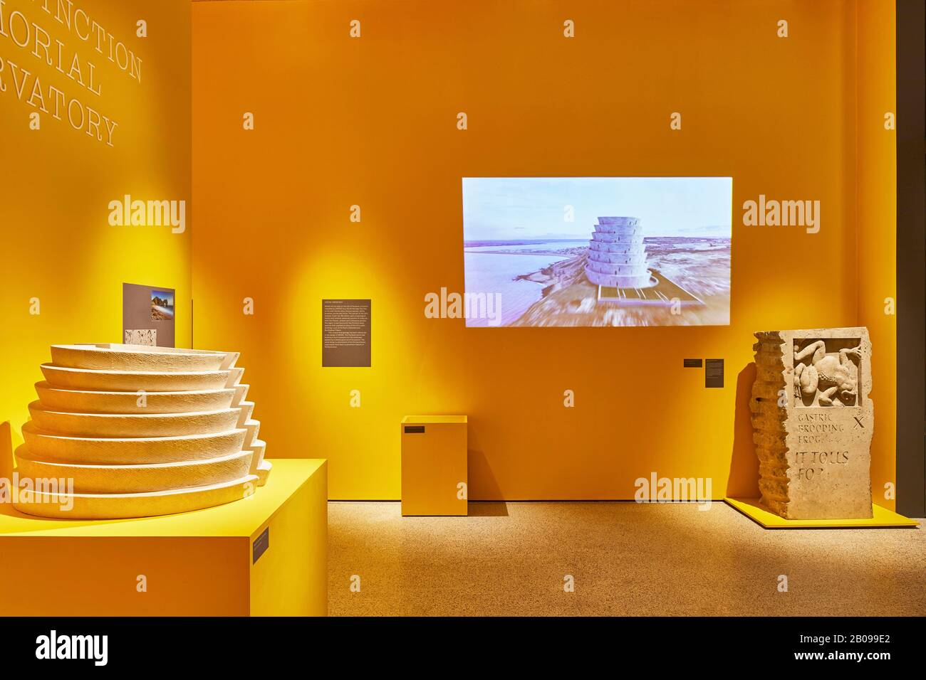 Sala espositiva. Making Memory Exhibition, Londra, Regno Unito. Architetto: Adjaye Associates , 2019. Foto Stock
