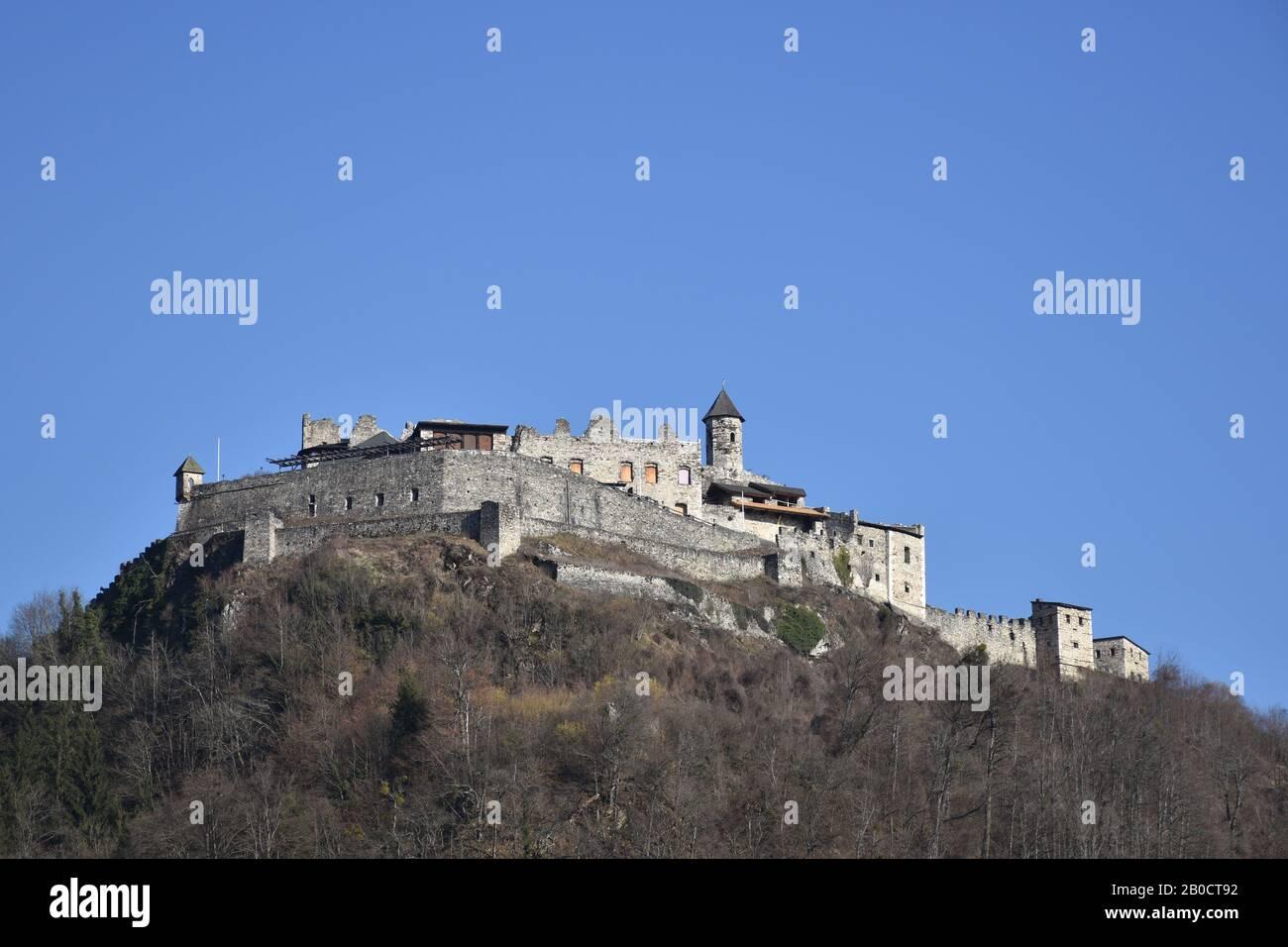 Burg Landskron, Landskron, Kärnten, Villach, Burg, Burgruine, Turm, Festung, Felsenburg, Ossiacher Tauern, Grad Vajškra, Mittelalter, Arena, Höhenburg Foto Stock