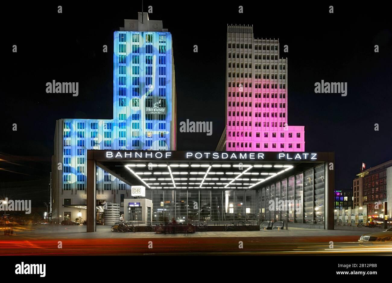 Grattacieli illuminati in Potsdamer Square, Beisheim Centre, Ritz Carlton Hotel, Festival delle luci, Berlin Tiergarten, Berlin, Germany, Europe Foto Stock