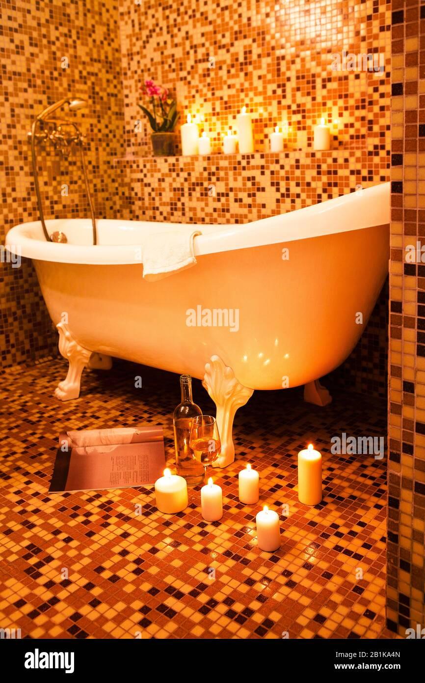 Piastrelle Arancioni Per Bagno lussuosa vasca da bagno vintage con pavimento in piastrelle