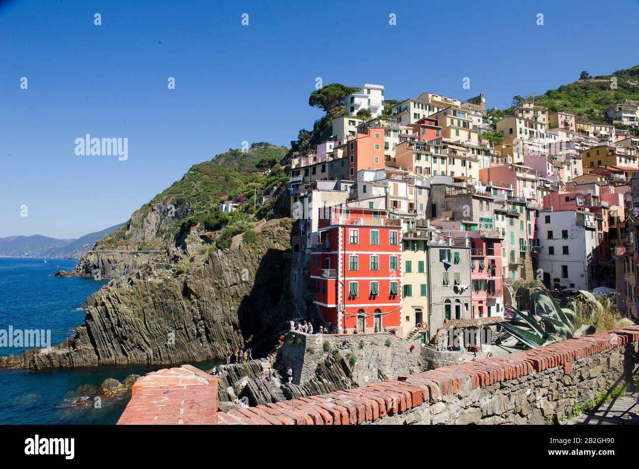 Riomaggiore si affaccia sul mare in provincia di la Spezia, si trova nel parco naturale delle cinque Terre in Liguria, nel nord-ovest dell'Italia. E 'sulla lista del patrimonio mondiale dell'UNESCO Foto Stock