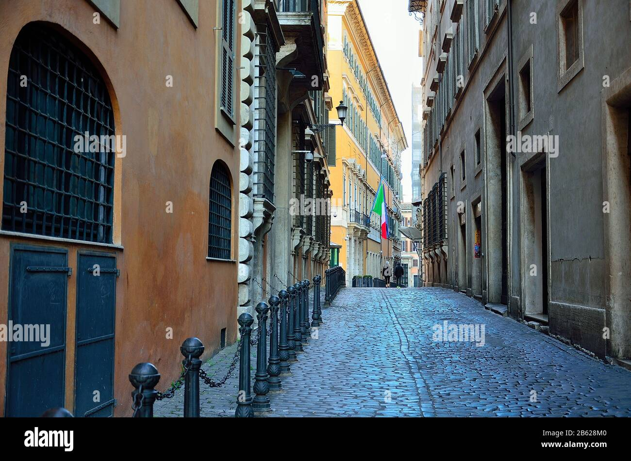 Le strade e le piazze di Roma (quasi vuote) di mattina presto Foto Stock
