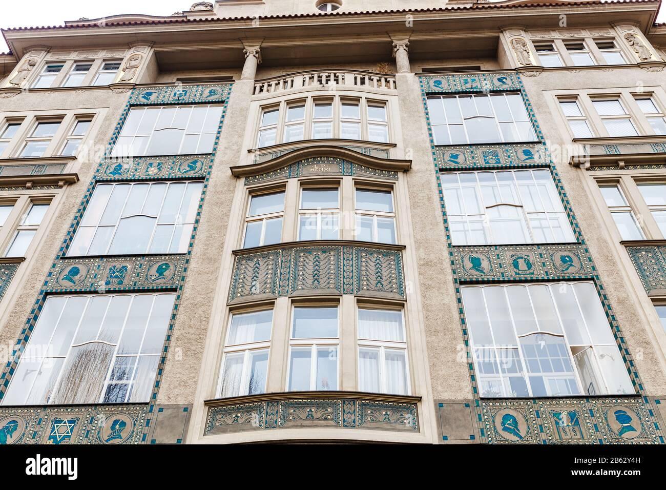 Praga, REPUBBLICA CECA - 18 MARZO 2017: Architettura degli edifici nel quartiere ebraico Foto Stock