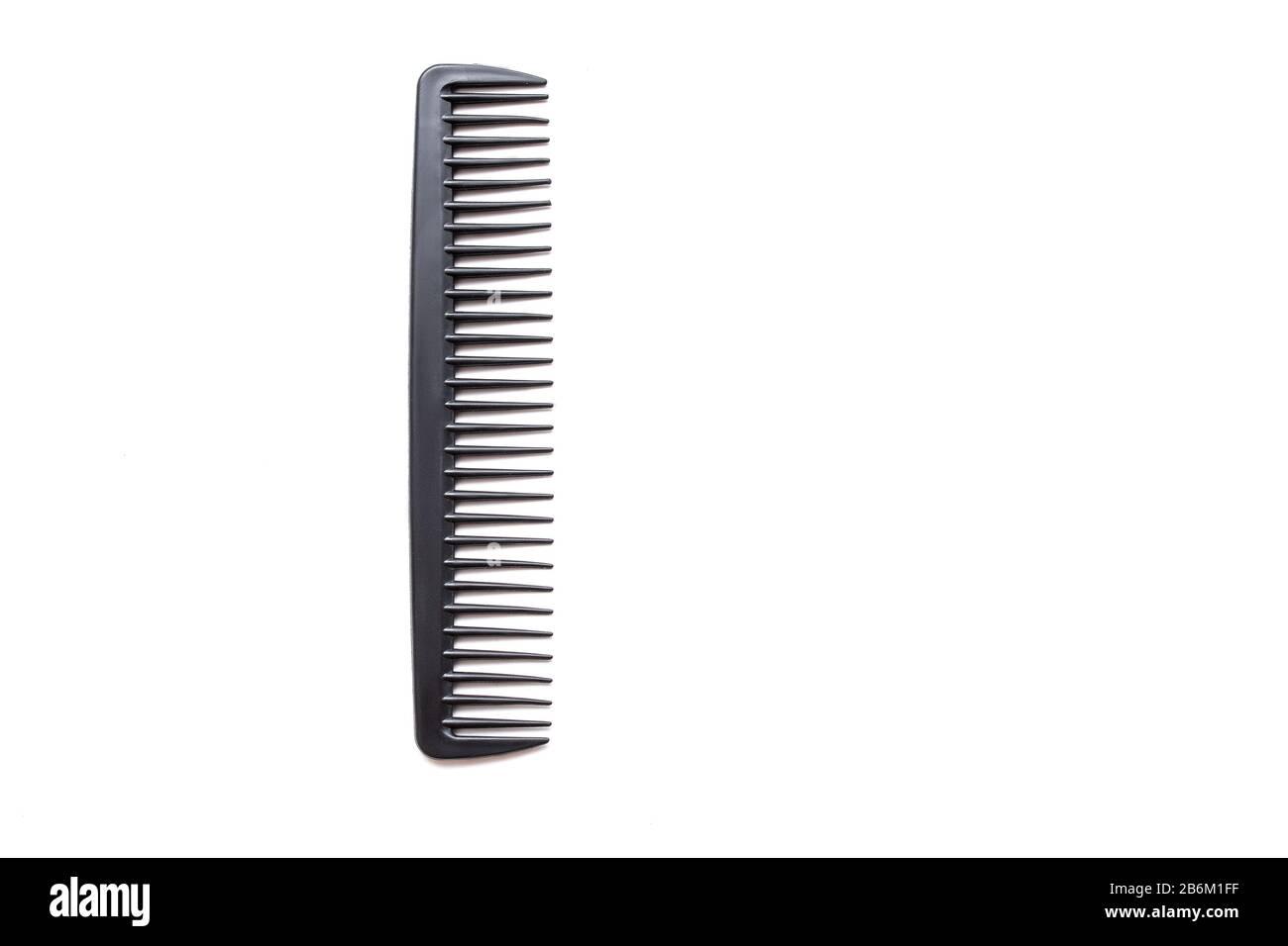 pettine barbiere nero su sfondo bianco isolato Foto Stock