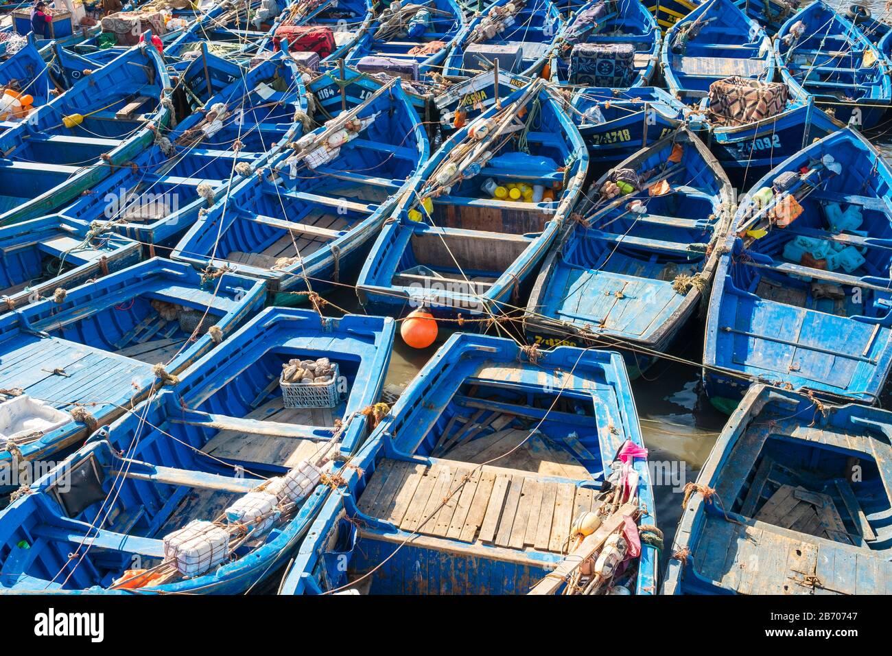 Il Marocco, Marrakesh-Safi (Marrakesh-Tensift-El Haouz) regione, Essaouira. Le barche nel porto di pesca. Foto Stock