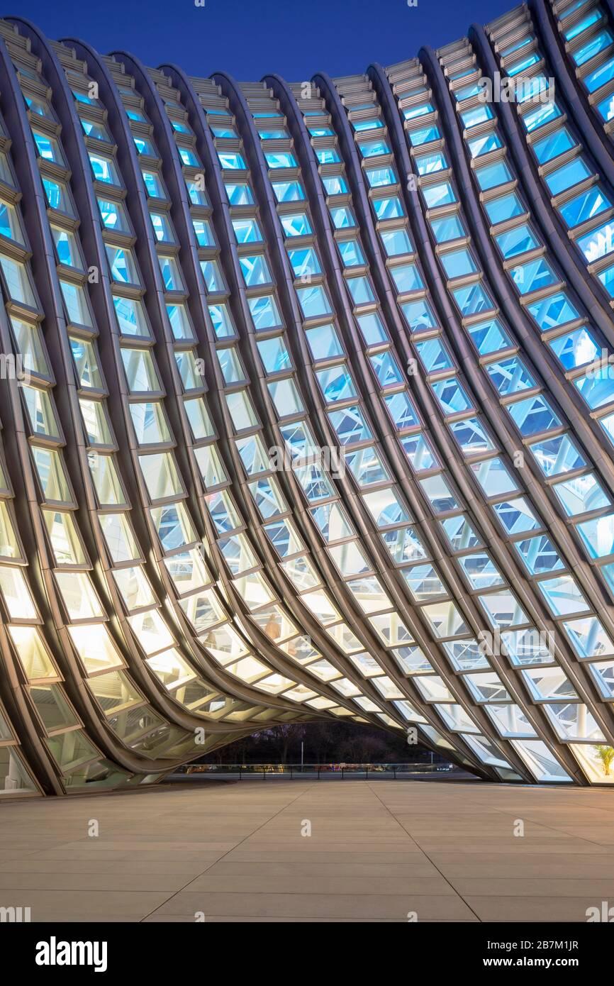Phoenix International Media Center al crepuscolo, Pechino, Cina Foto Stock