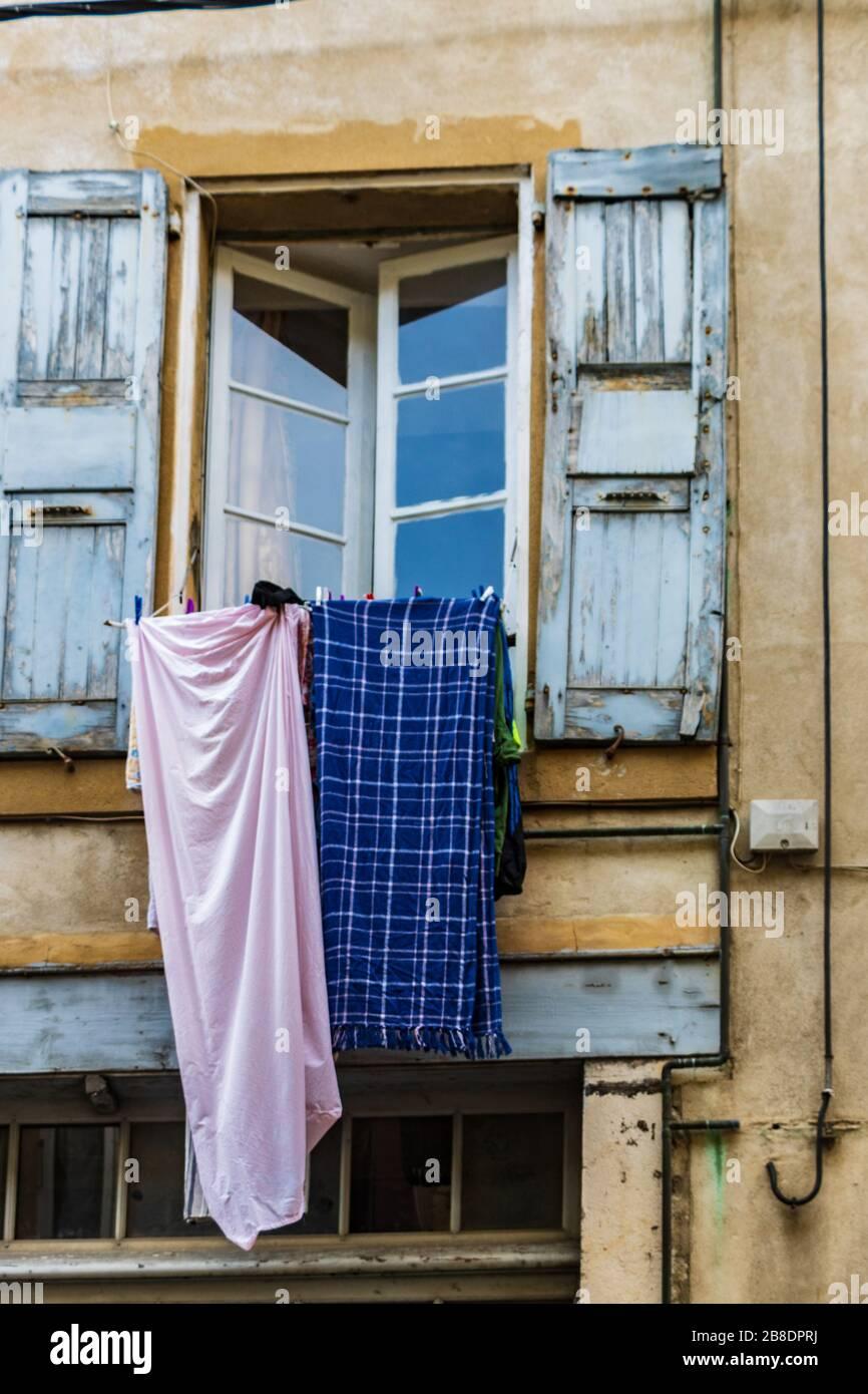 Appendere Asciugatrice Al Muro appendere il bucato immagini & appendere il bucato fotos