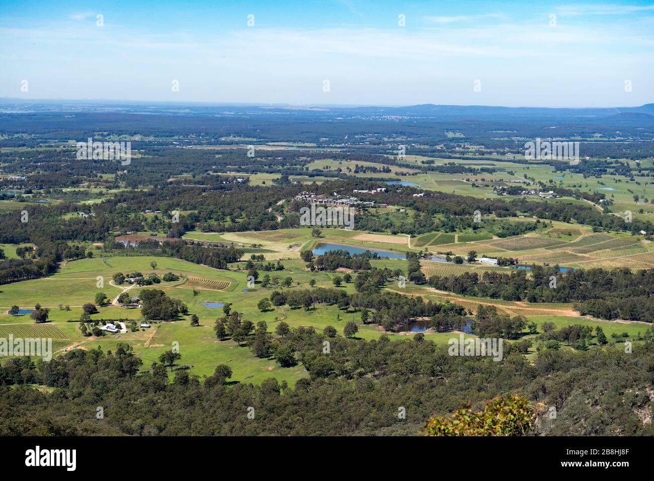 19 marzo 2020 - Foresta di Stato di Pokolbin, nuovo Galles del Sud, Australia: Vista della foresta di Stato di Pokolbin che si affaccia sulla regione della Hunter Valley nel nuovo Galles del Sud. Foto Stock