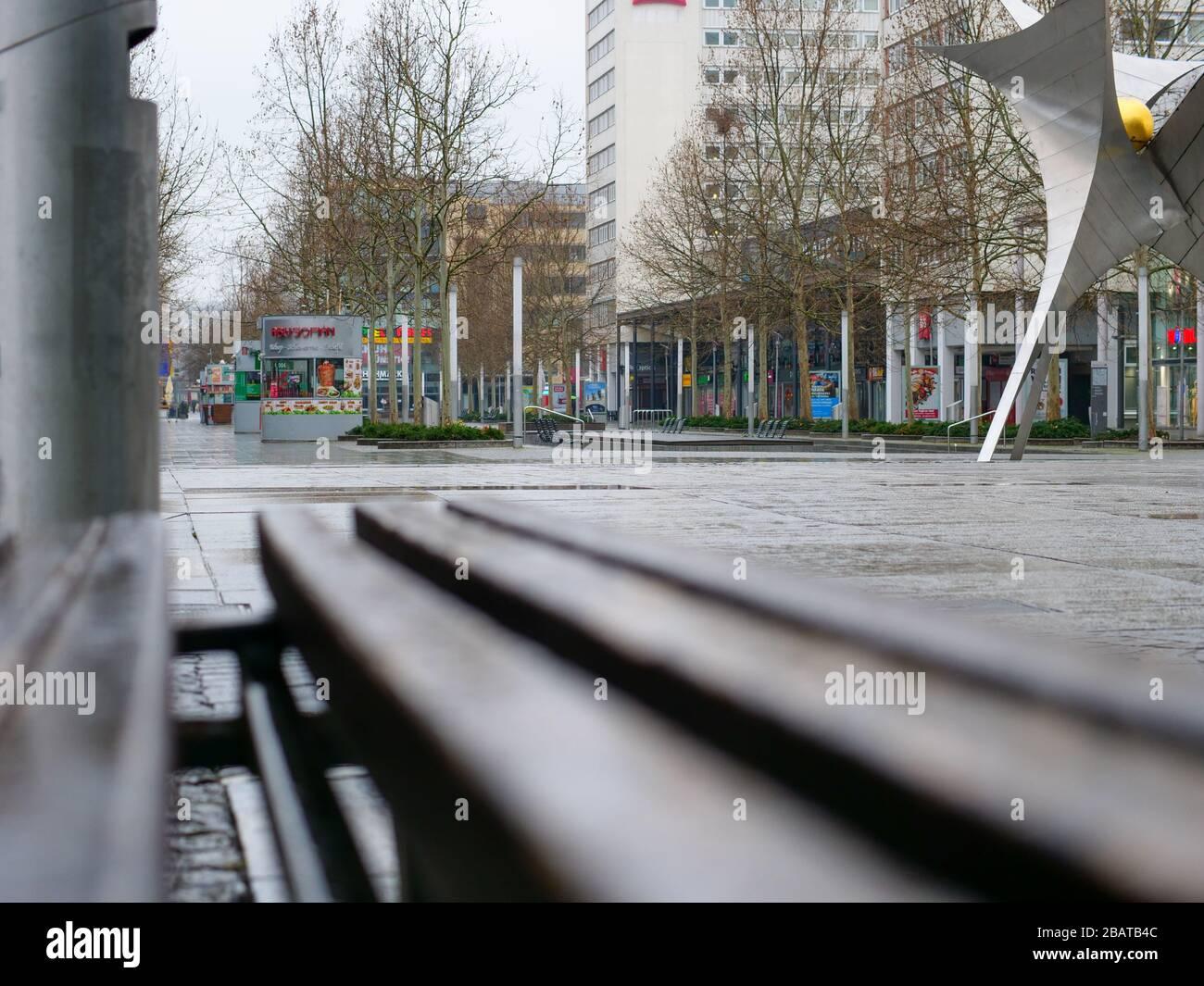 Blick in die Prager Straße ohne Menschen Einkaufspassage Foto Stock