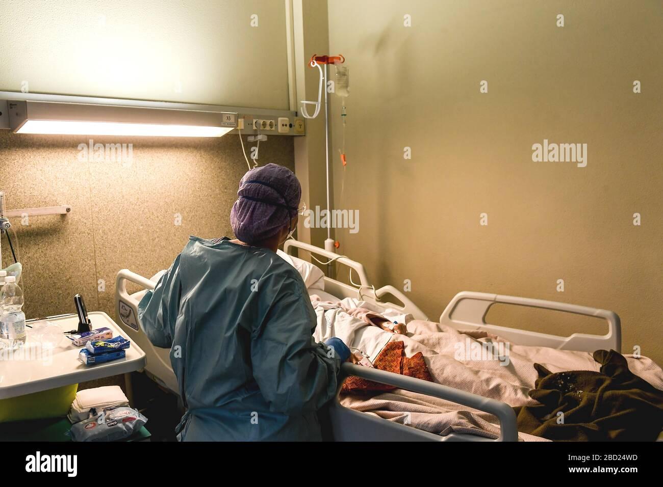 Italia, Regione Lombardia, Erba (Como), 14 marzo 2020 : epidemia di virus Covid-19. Emergenza coronavirus. Ospedale Sacra Famiglia Fatebenefratelli, in Th Foto Stock