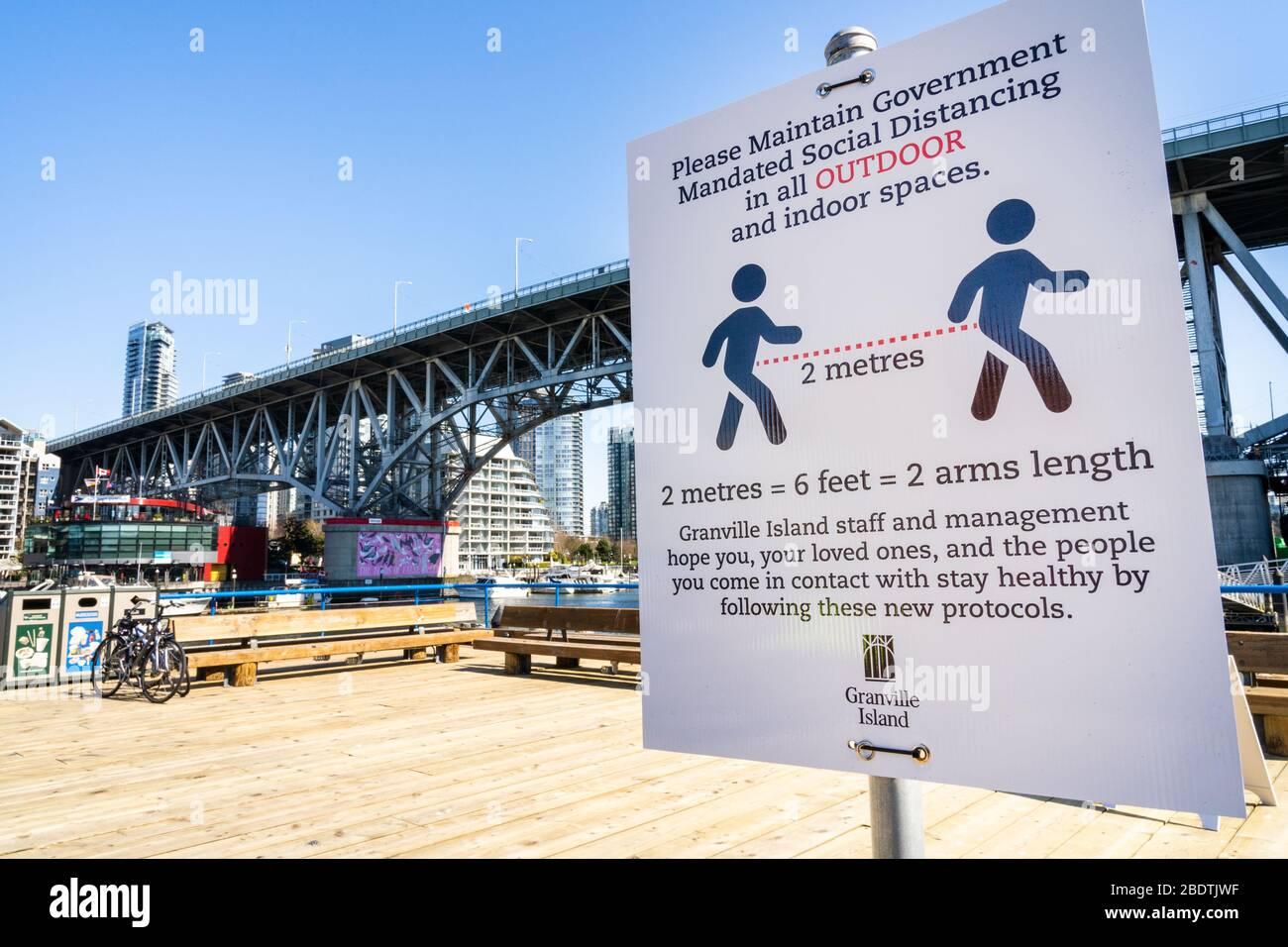 Vancouver, Canada - 7 aprile 2020: Cortile vuoto sull'isola di Granville durante la pandemia di Coronavirus Foto Stock