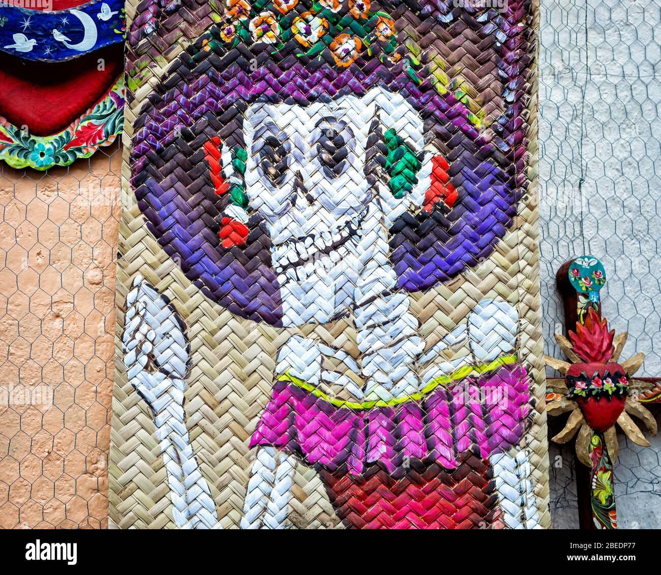 Un tappeto dipinto con un giorno tradizionale della catrina morta a San Miguel de Allende, Messico. Foto Stock