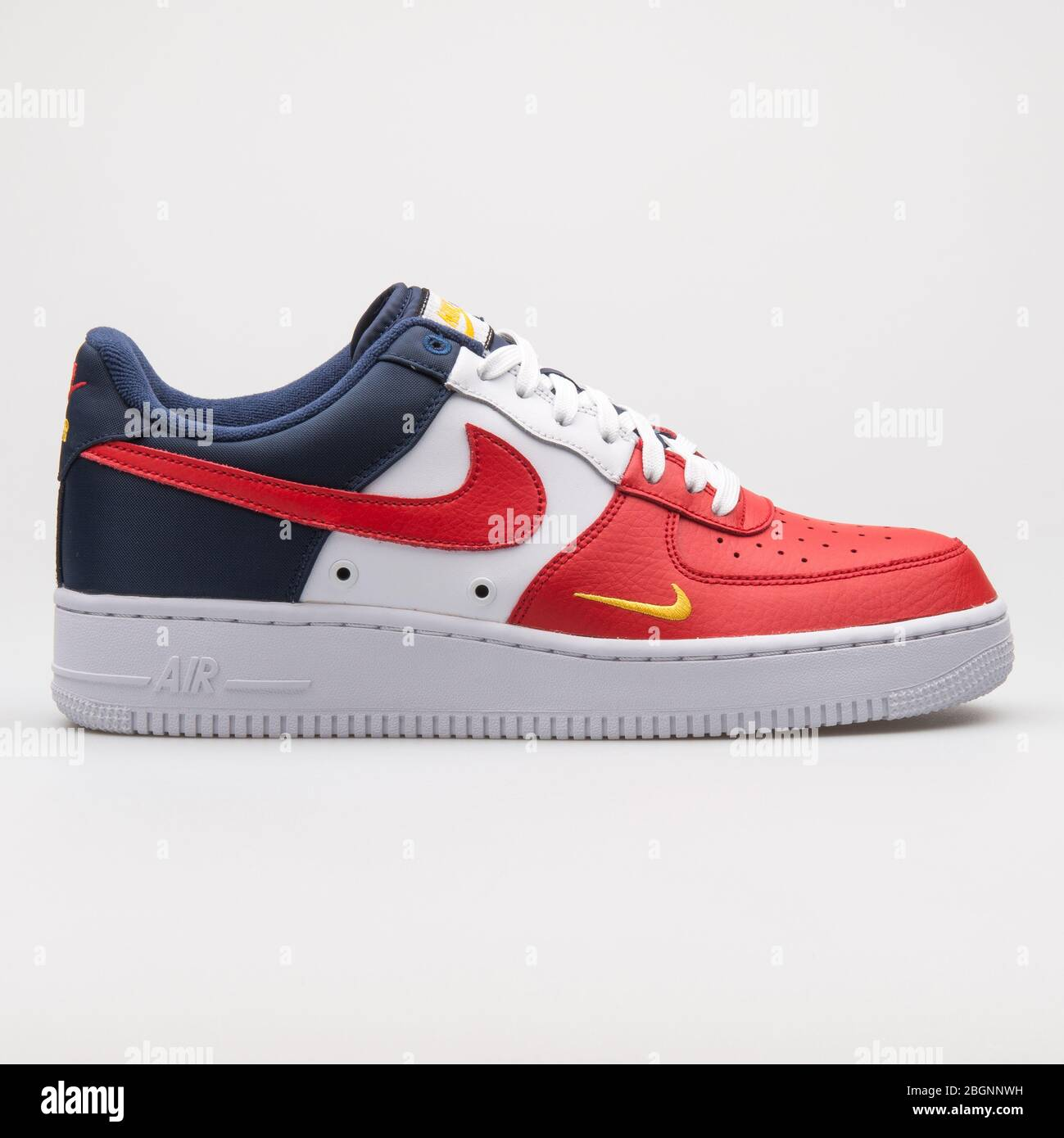 nike air force 1 rosse e oro