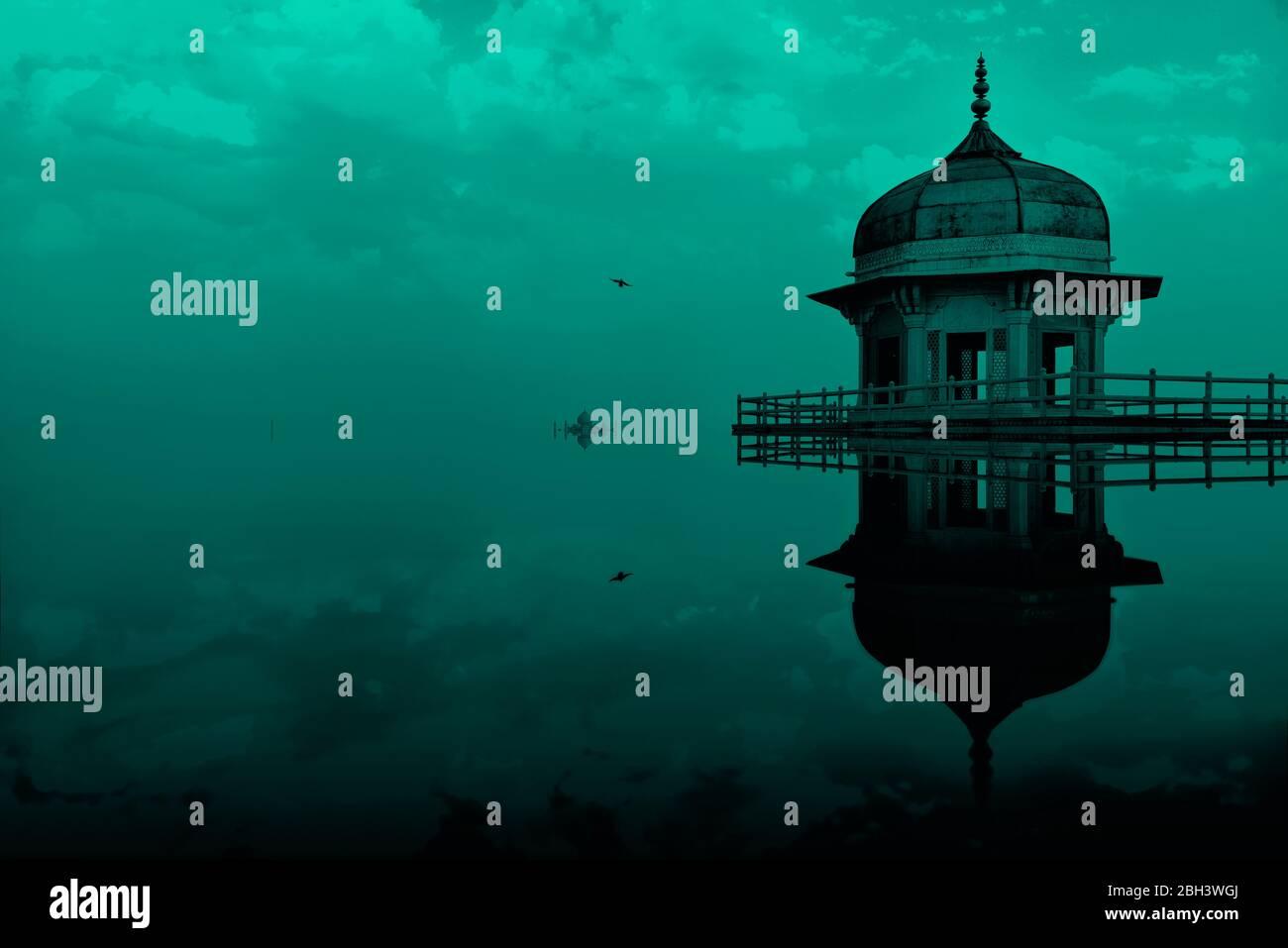 Manipolazione digitale immagine concettuale della torre Jasmine, nel forte di Agra, che appare parzialmente sommersa in acqua con un bel cielo di sera. Foto Stock