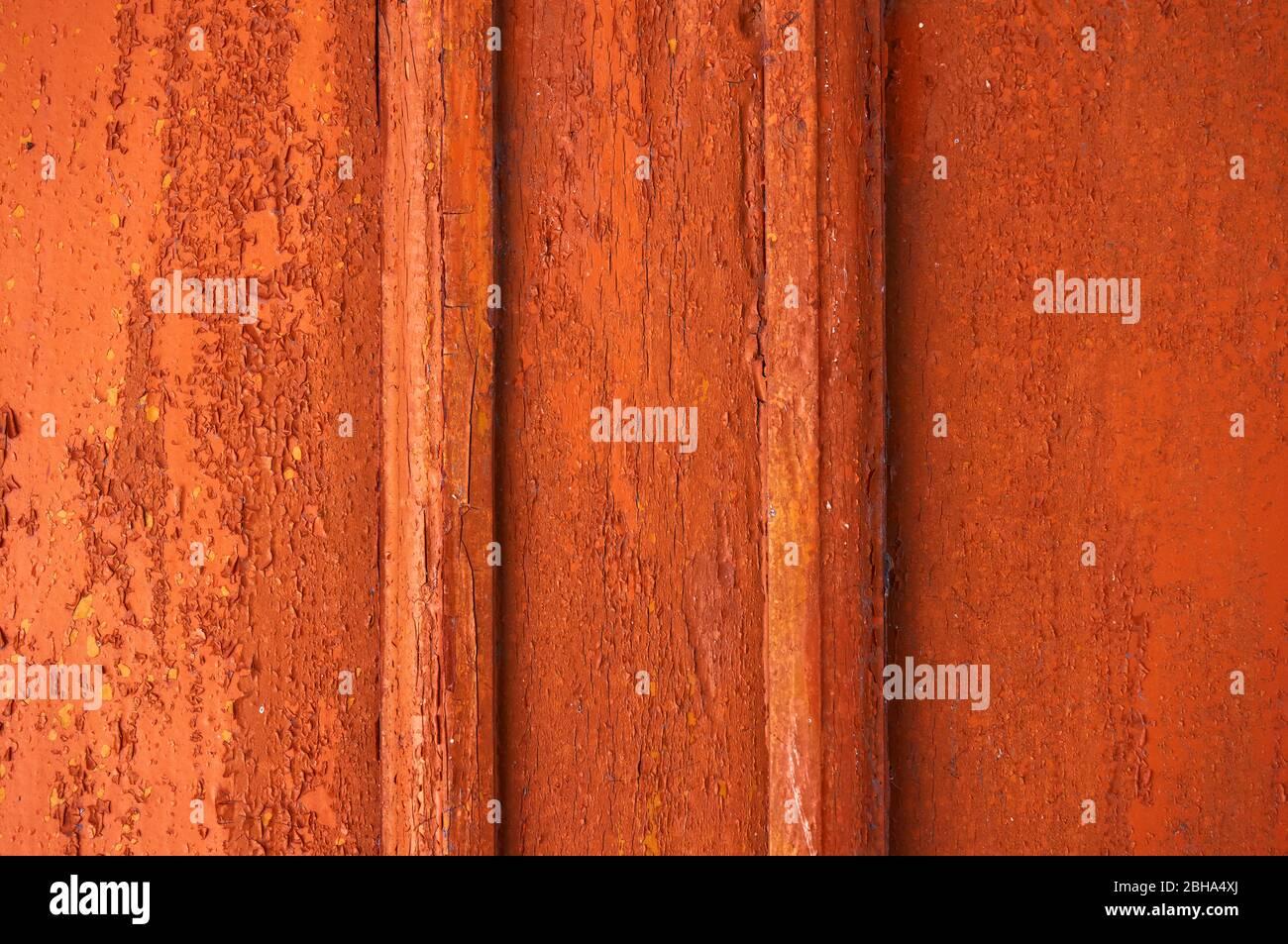 Colore Su Legno Scheggiato E Stagionato Rosso Giallo Arancio Foto Stock Alamy