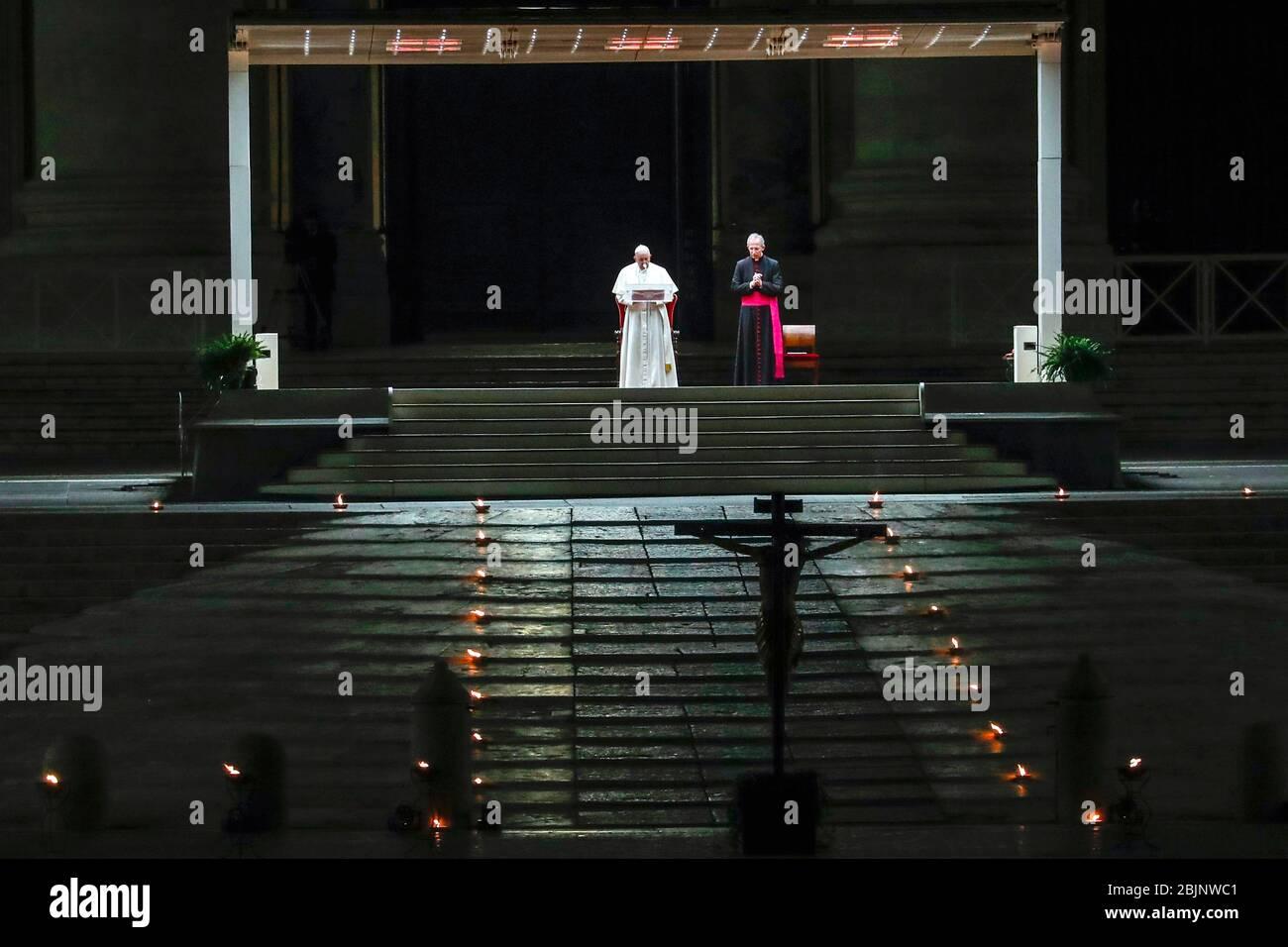 Roma, 10 aprile 2020, Città del Vaticano : la settimana Santa a Roma al momento dell'epidemia di Coronavirus. Il Papa Francesco partecipa alla Via Crucis (Via Croci Foto Stock