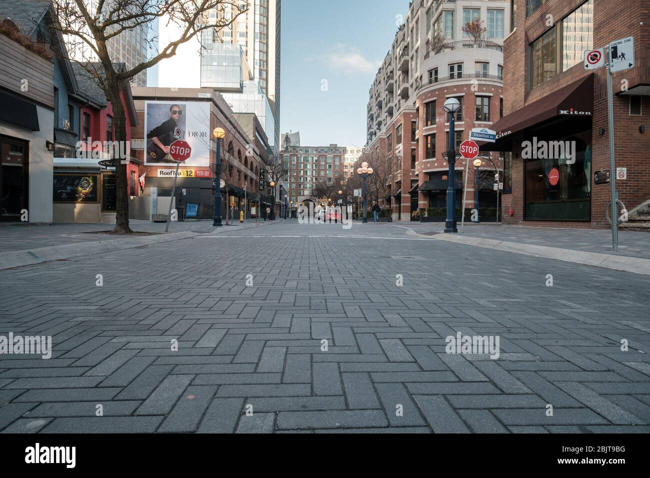Centro di Toronto durante la pandemia COVID-19 - strade della città vuote Foto Stock