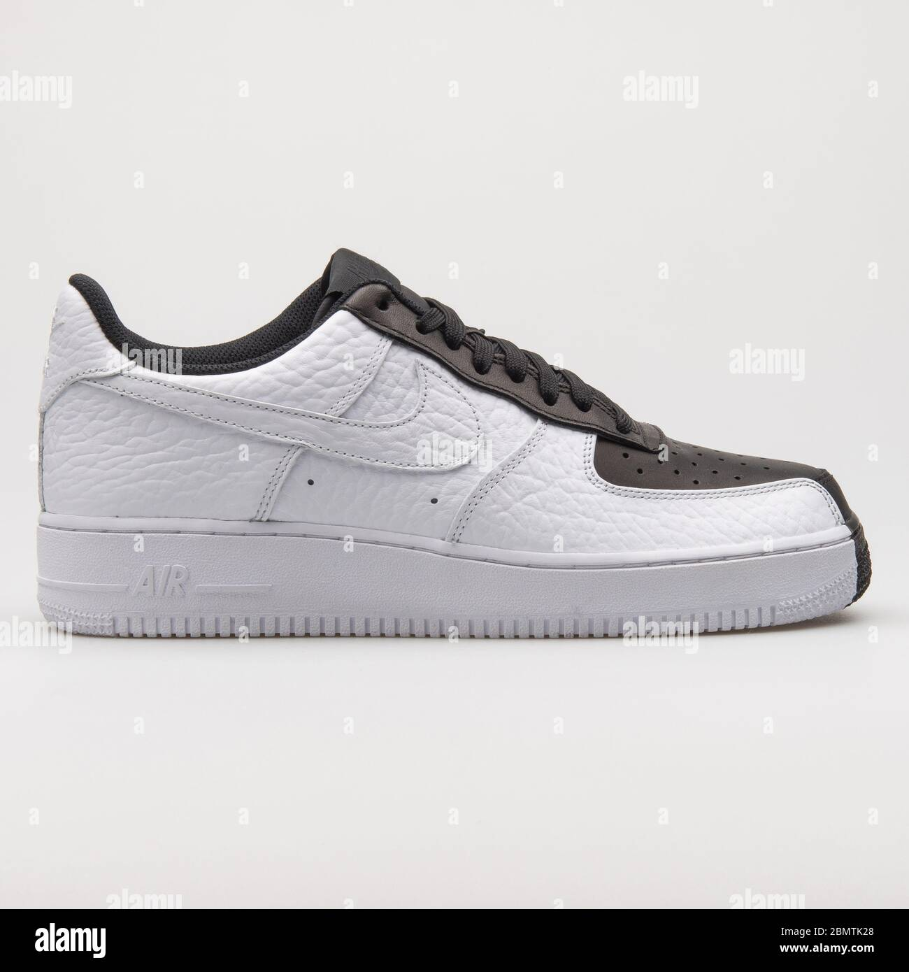 White Nike Air Force One Trainers Immagini e Fotos Stock Alamy