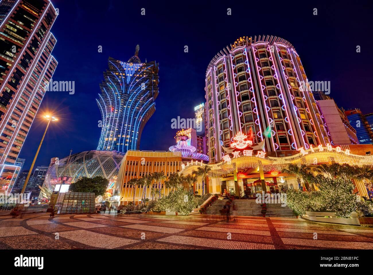 Hotel Lisboa e Grand Lisboa illuminati di notte. Macao, Cina. Foto Stock