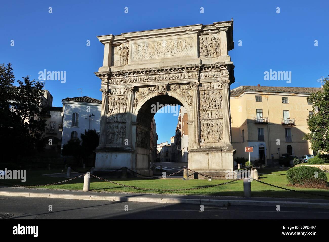 Benevento - Arco Traiano di mattina presto Foto Stock