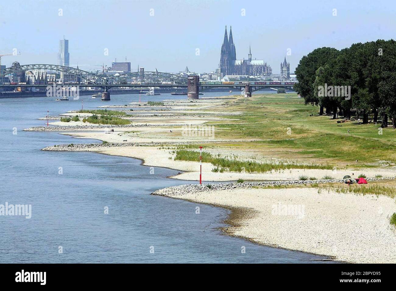 Rhein - Impressionen - Niedrigwasserstand in Köln 2006 - Panorama Foto Stock