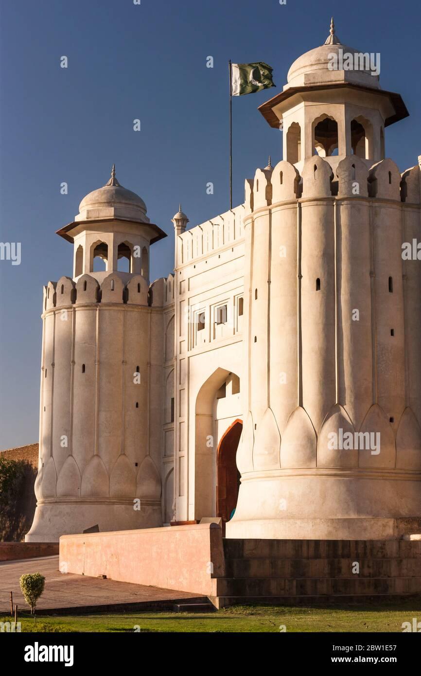 Alamgiri porta del Forte di Lahore, Cittadella dell'Impero Mughal, architettura Islamica e Indù, Lahore, Provincia del Punjab, Pakistan, Asia meridionale, Asia Foto Stock