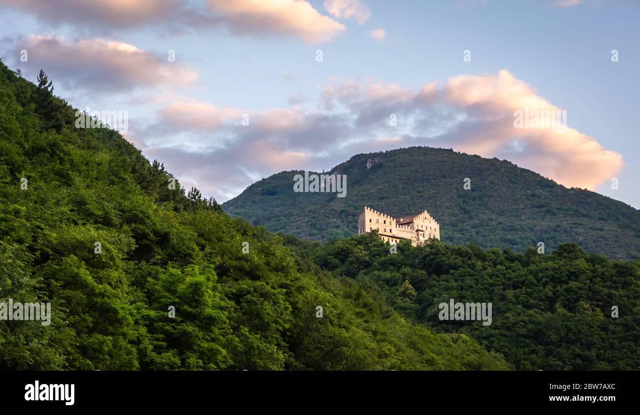 Castello Monreale a San Michele all'adige, Valle dell'Adige - Italia settentrionale - Castello medievale di Konigsberg Foto Stock