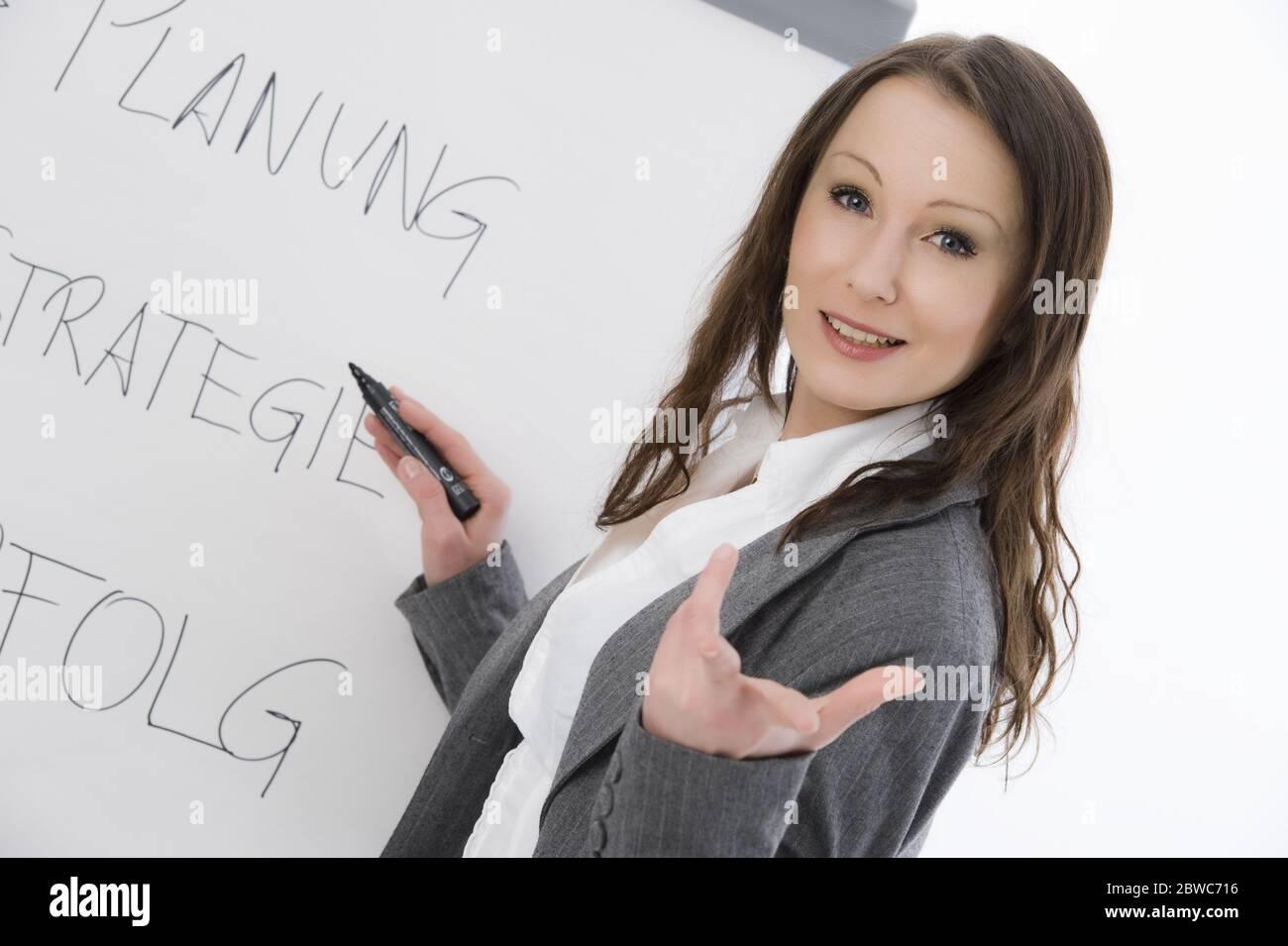 Lavagna a fogli mobili Business Frau mit, MR: Sì Foto Stock
