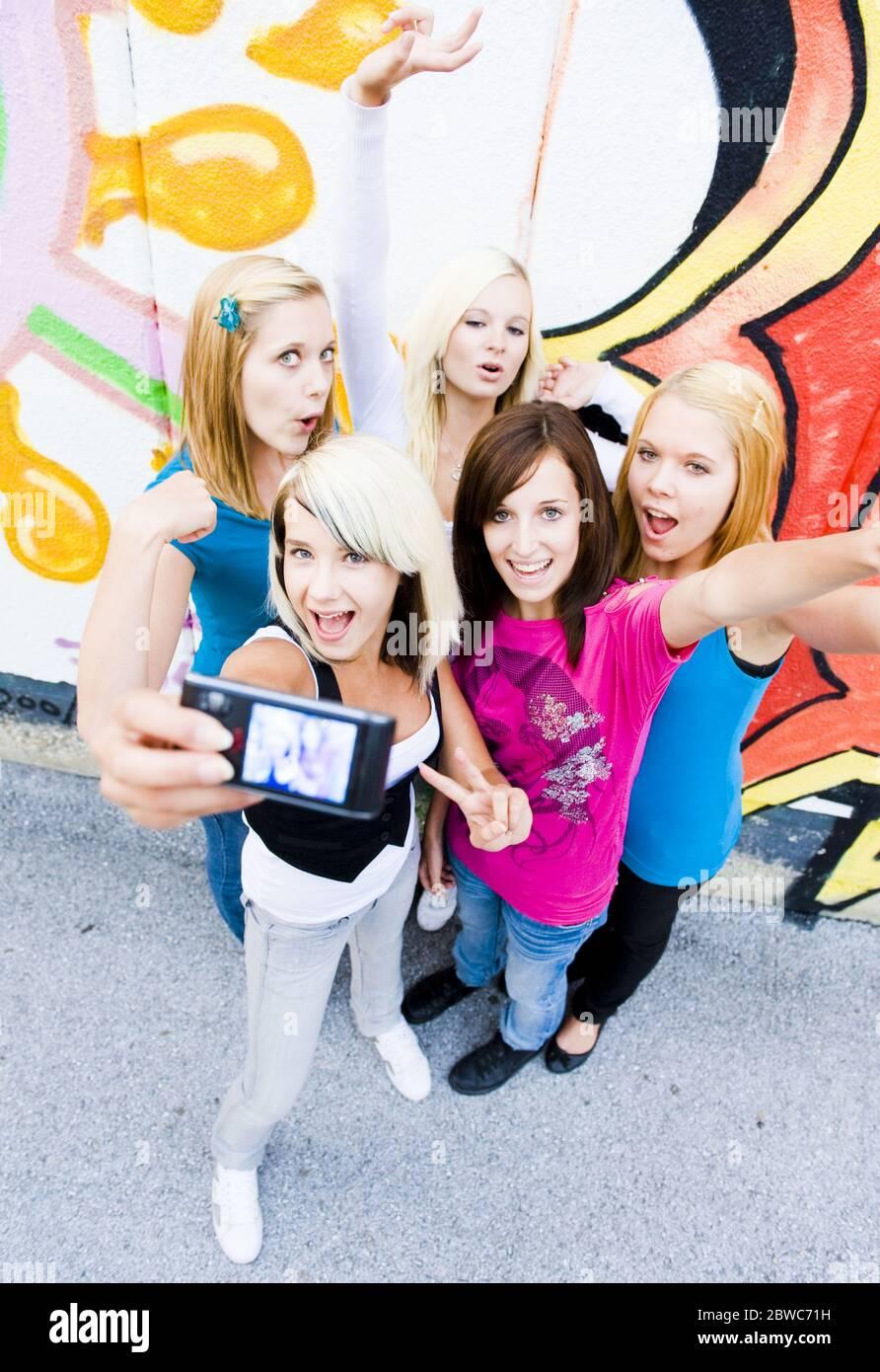 Selfie in der Schule, MR: Sì Foto Stock