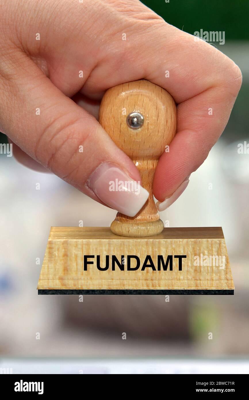 Hand mit Stempel, Frauenhand, Aufschrift: Fundamentt Foto Stock