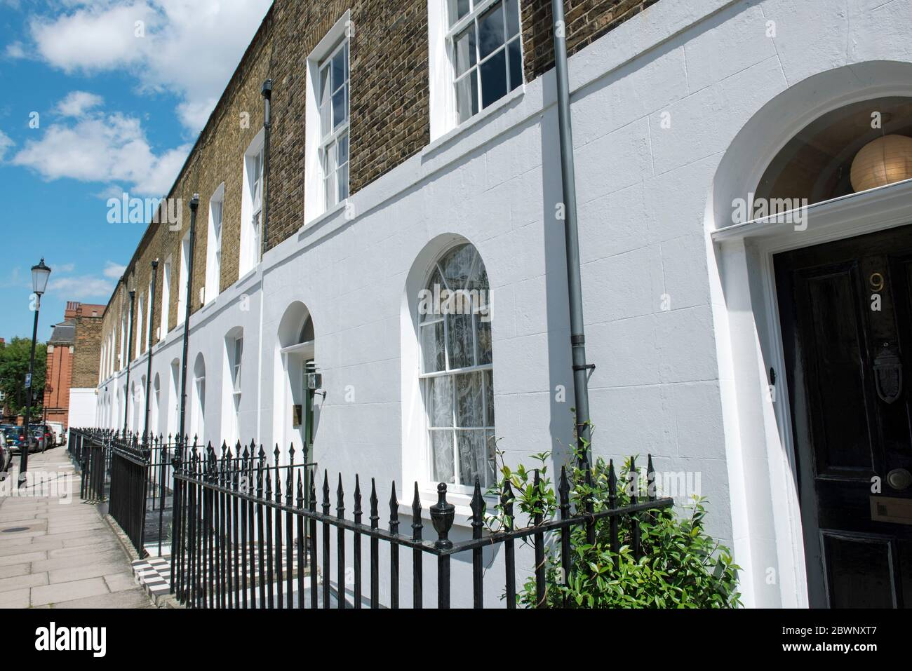 Case a schiera con ringhiere St Luke's Street Royal London Borough of Kensington & Chelsea Foto Stock