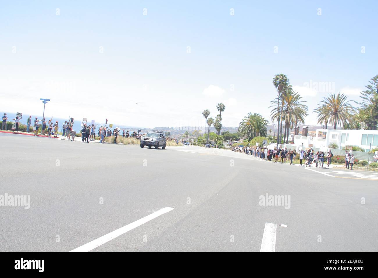 Manifestanti 06/06/2020 manifestanti di fronte al Trump National Golf Club a Rancho Palos Verdes, CA Foto di Izumi Hasegawa/HollywoodNewsWire.net Credit: Hollywood News Wire Inc./Alamy Live News Foto Stock