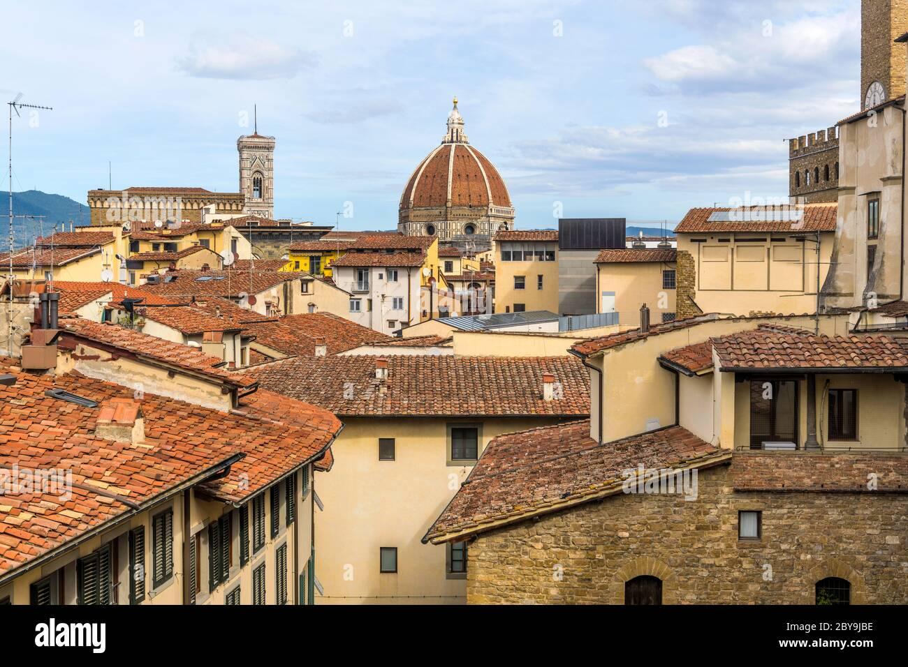 Città Vecchia - Vista sul tetto della Città Vecchia di Firenze, con il Campanile di Giotto e la cupola del Duomo di Firenze del Brunelleschi al centro. Firenze, Italia. Foto Stock