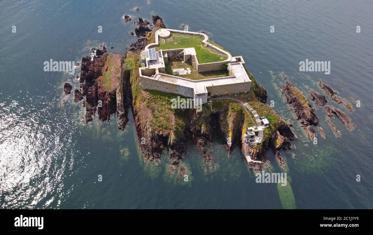 Vista aerea del Thorne Island Fort, vicino ad Angle, Pembrokeshire Wales UK Foto Stock