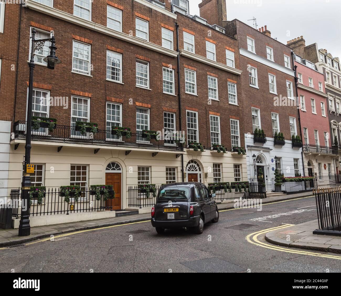 LONDRA, UK - 8 OTTOBRE 2016: L'esterno dell'architettura a Mayfair Londra durante il giorno. Foto Stock