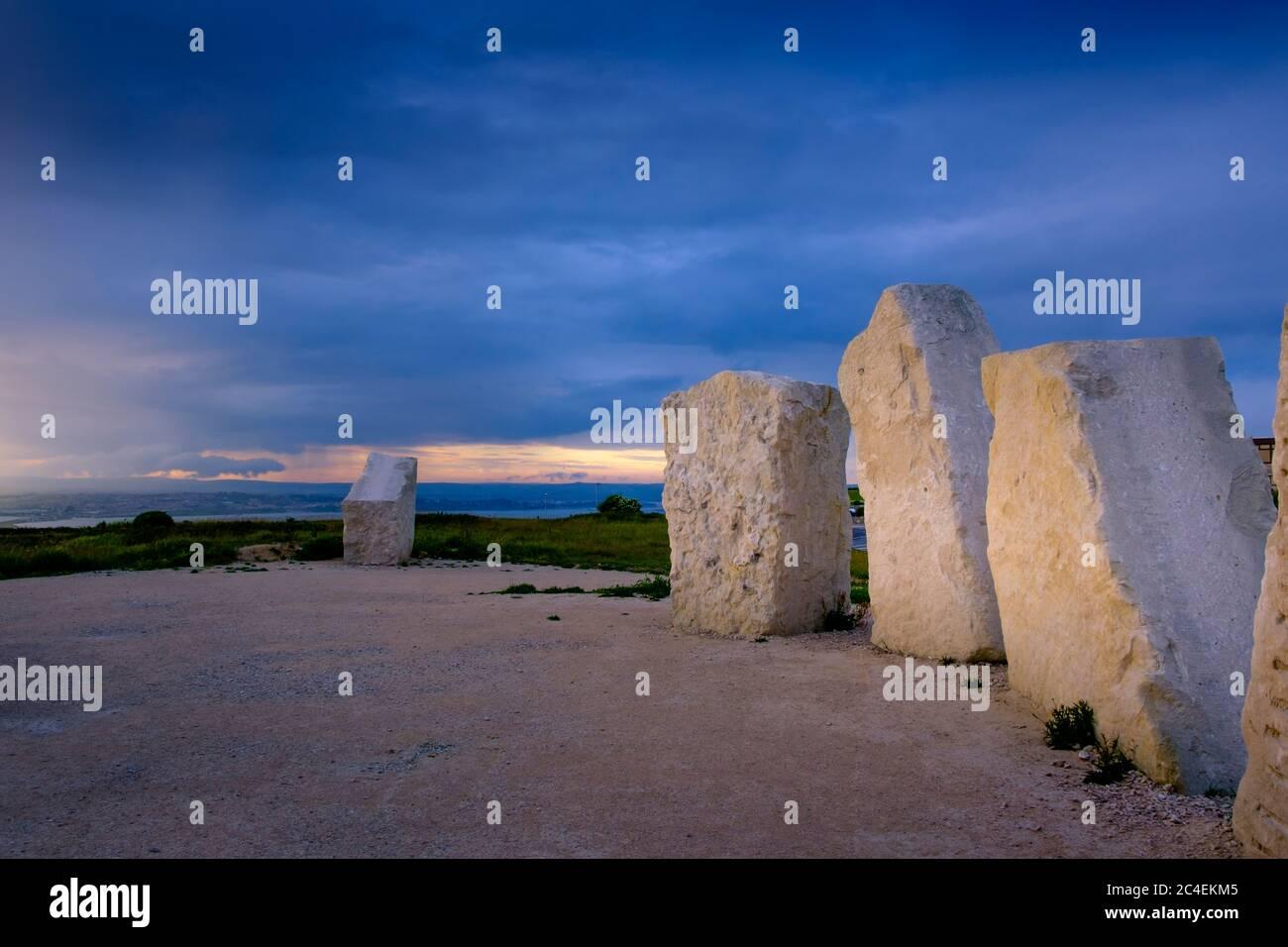 Moderno pietre permanente di altezze di Portland Portland Dorset Inghilterra Foto Stock