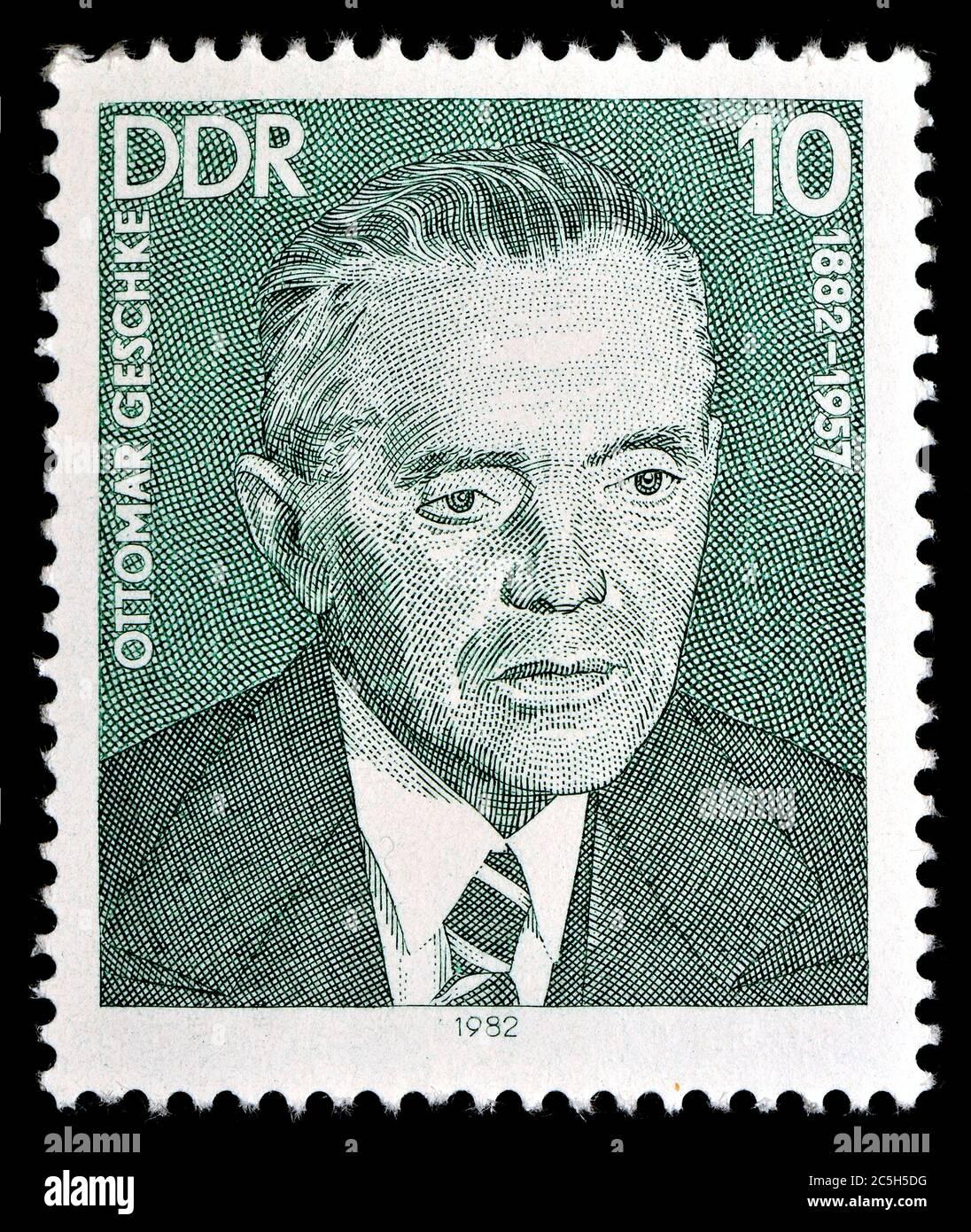 Francobollo tedesco orientale (1982) : Ottomar Georg Alexander Geschke (1882-1957) politico tedesco (KPD, SED). Foto Stock