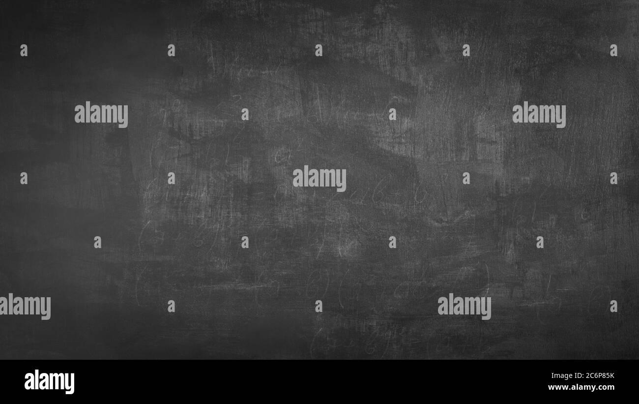 Anteriore vuoto nero reale chalkboard texture di sfondo nel collegio di concetto per il ritorno a scuola kid sfondo per creare gesso bianco disegnare testo grafico. Emp Foto Stock